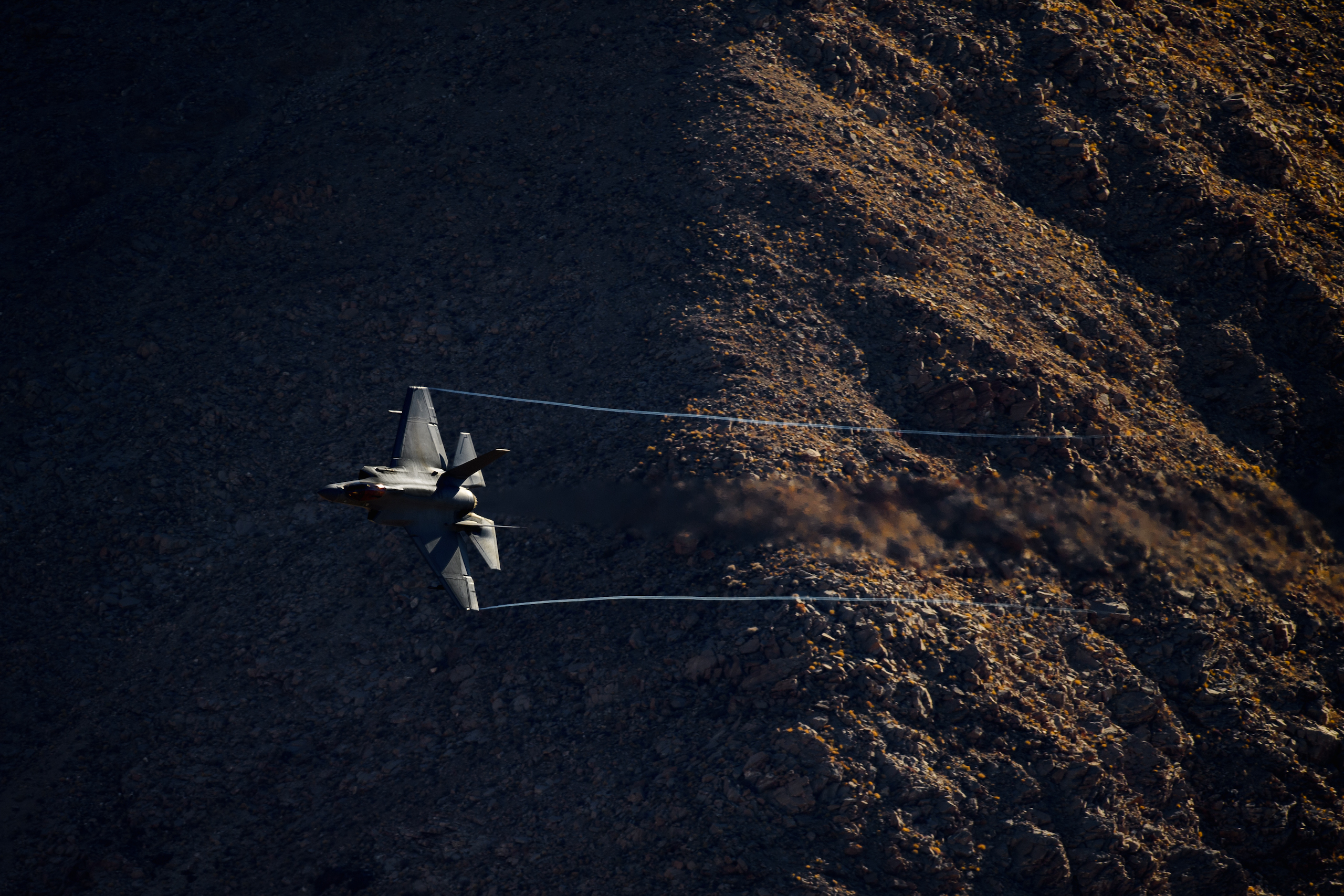 fighter jet low altitude action