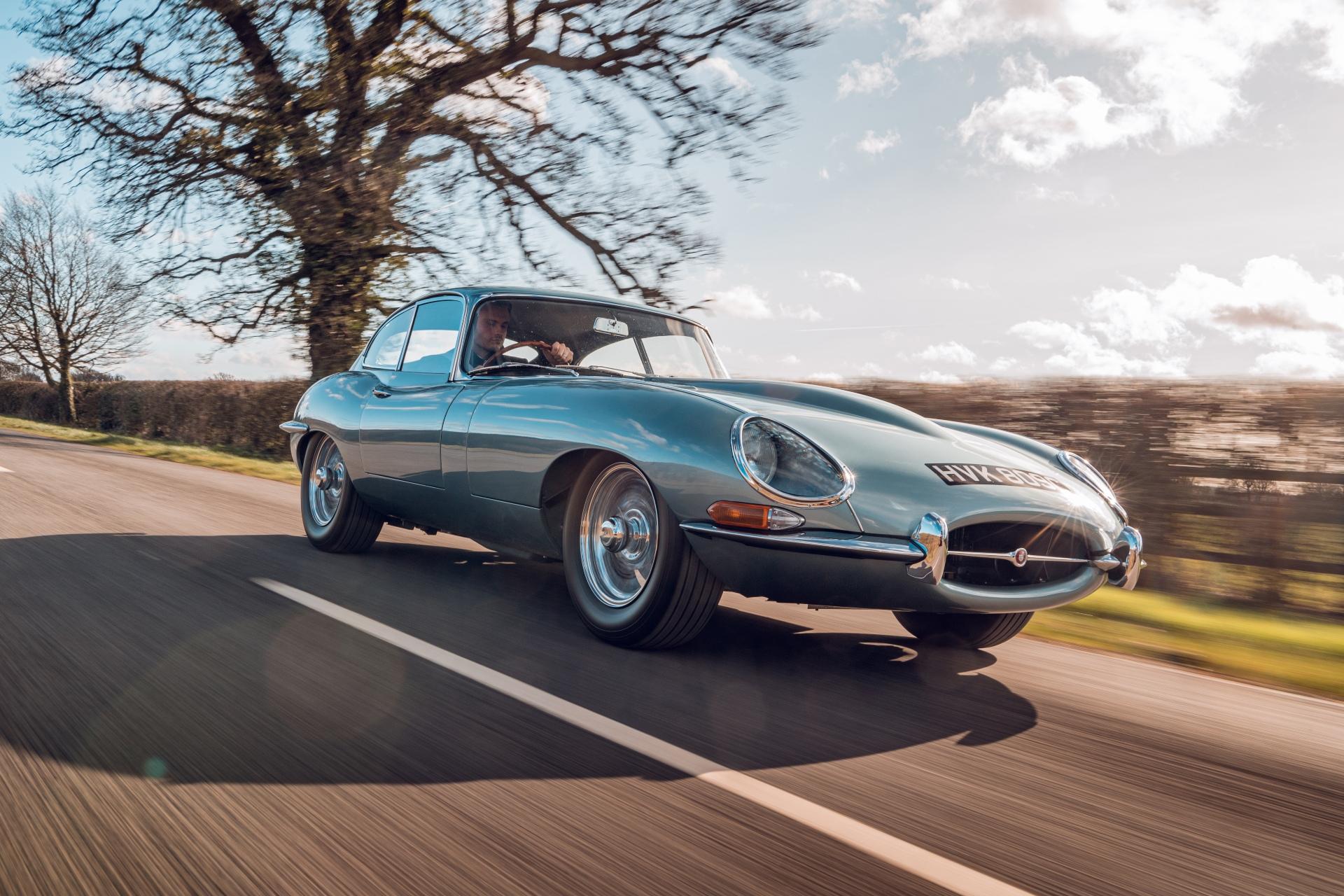 Jaguar E-Type Reborn 1965 Series 1 4.2 driving