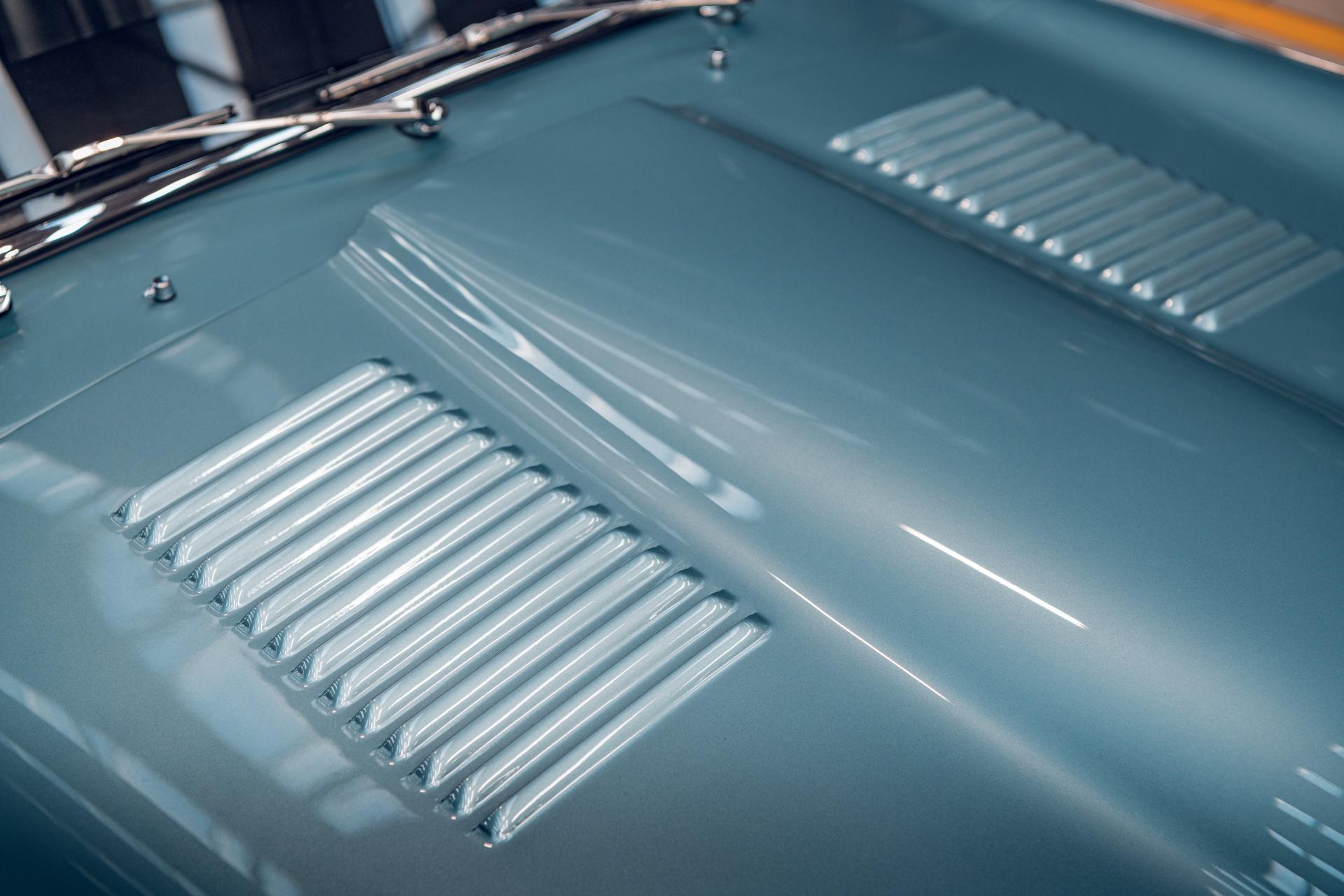 Jaguar E-Type Reborn 1965 Series 1 4.2 hood detail