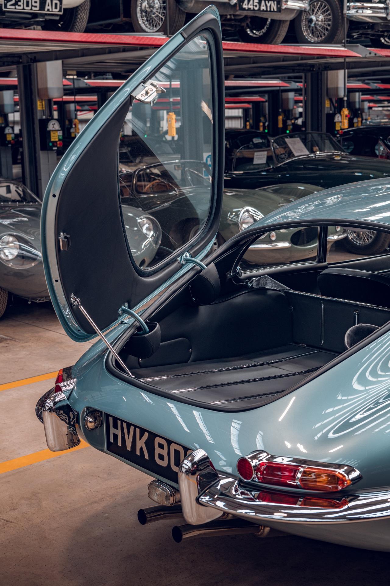 Jaguar E-Type Reborn 1965 Series 1 4.2 shop trunk open