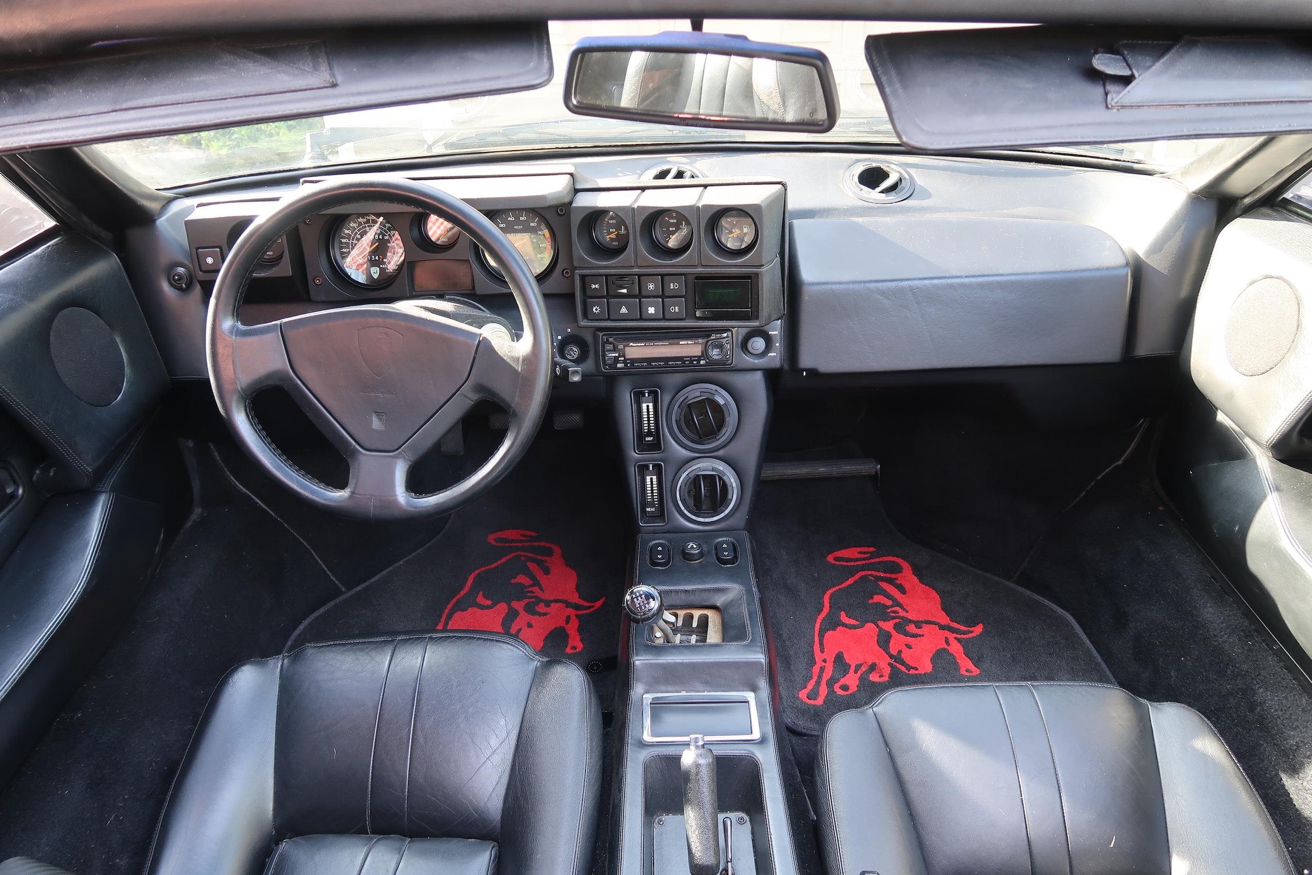1986 Lamborghini Jalpa interior