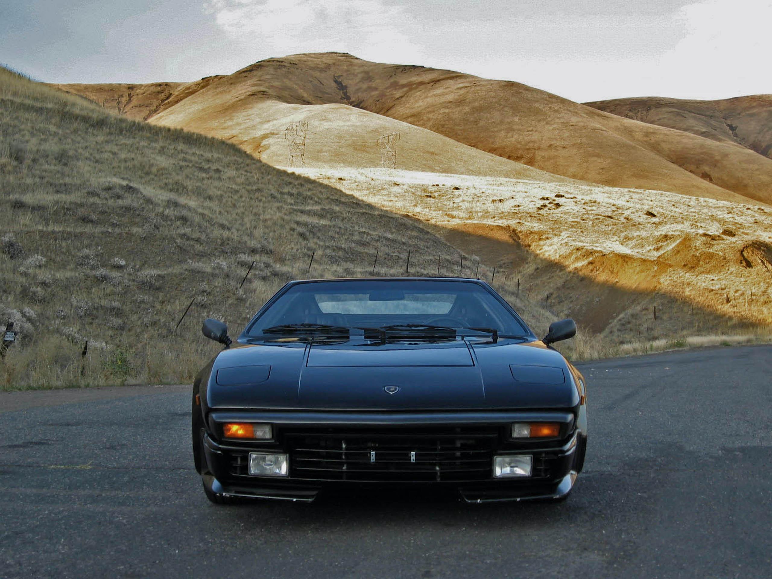 1986 Lamborghini Jalpa front