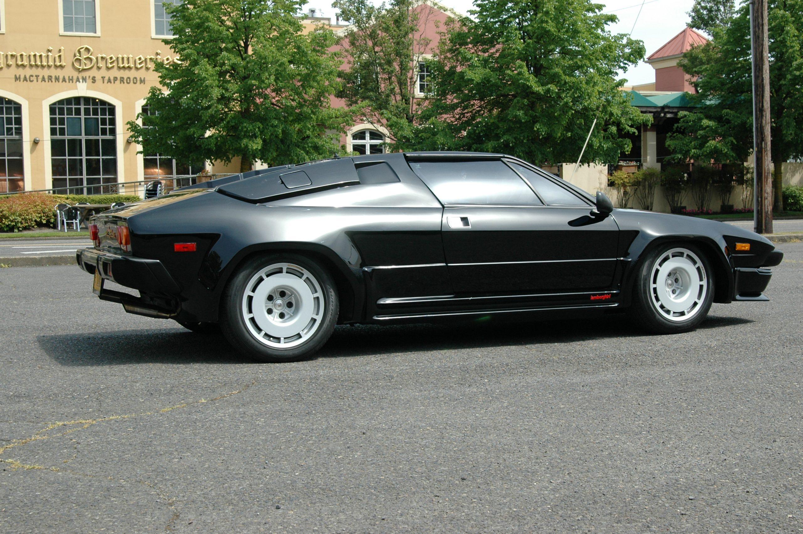 1986 Lamborghini Jalpa side profile