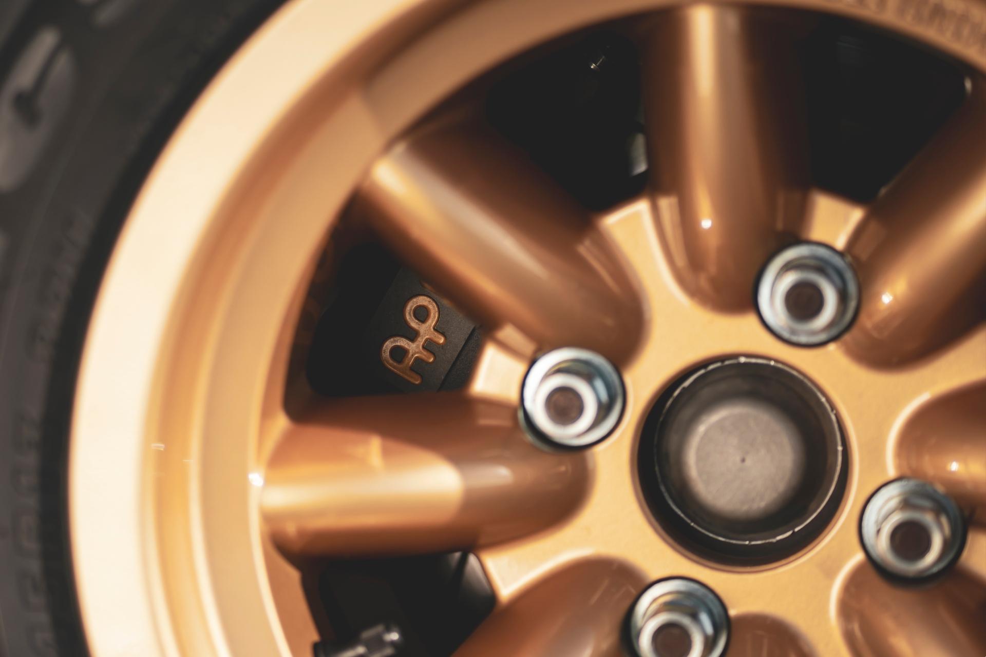 MST Mk2 wheel caliper detail