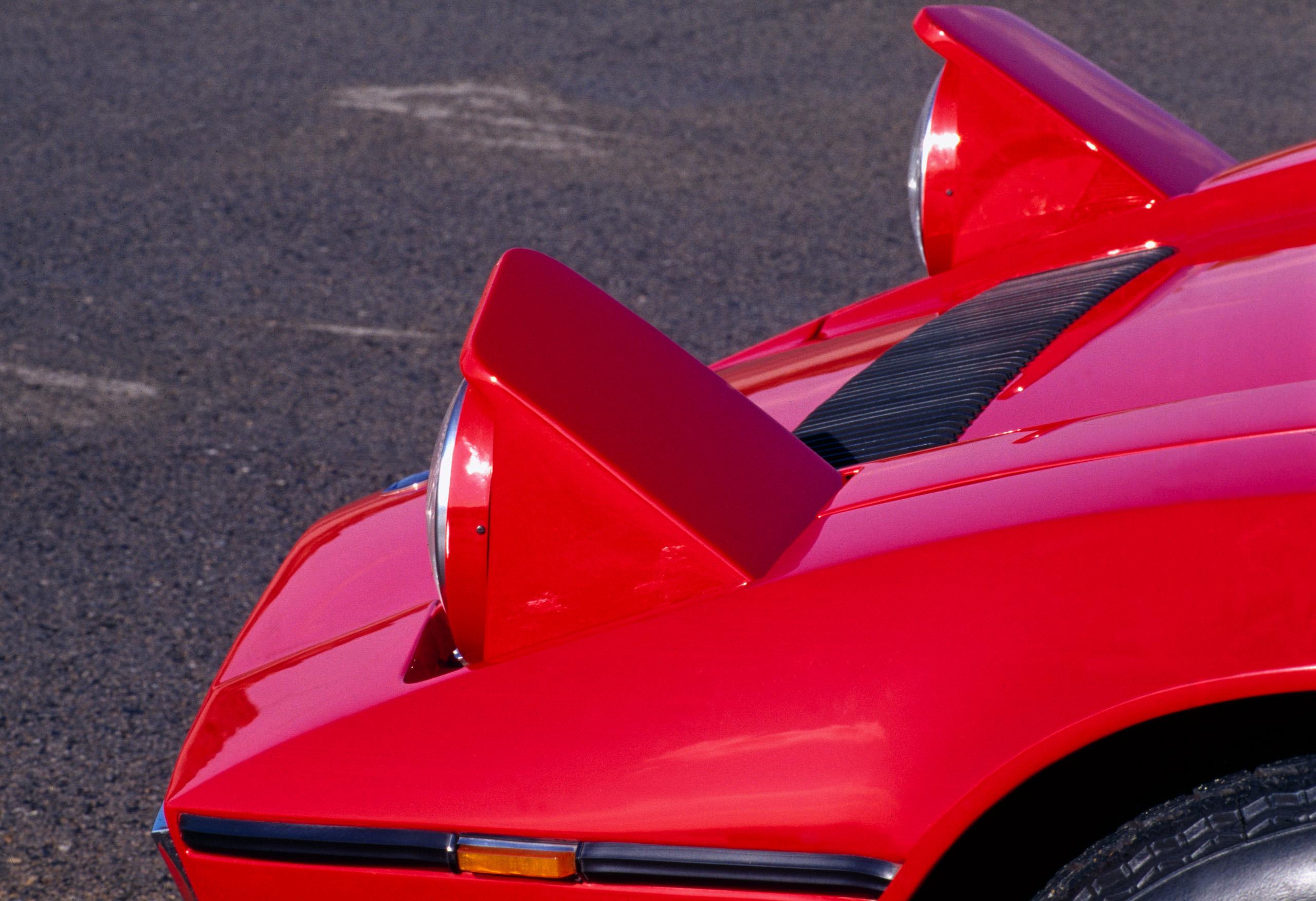 Maserati Bora front pop up headlights