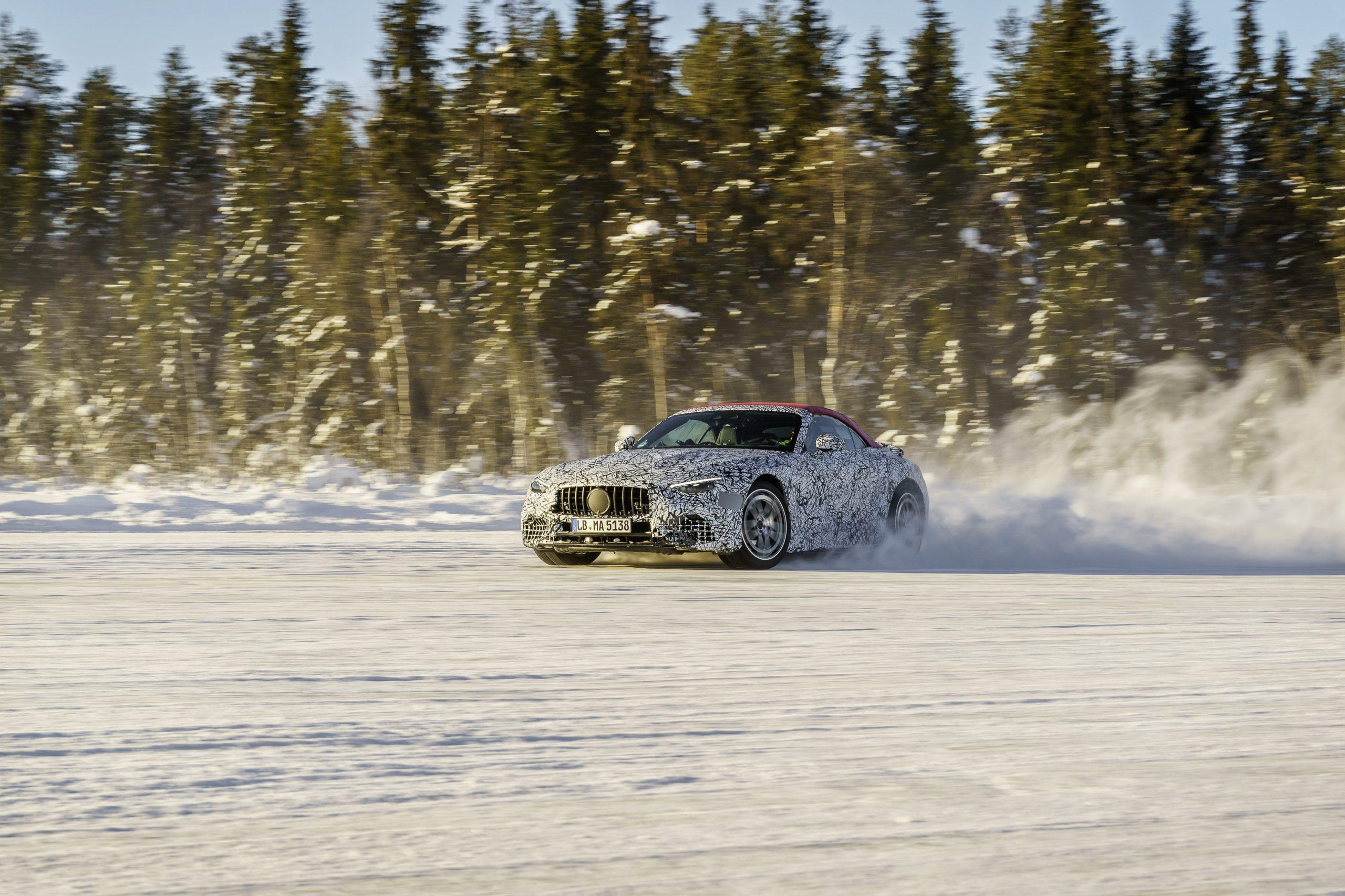 Mercedes SL winter testing sliding