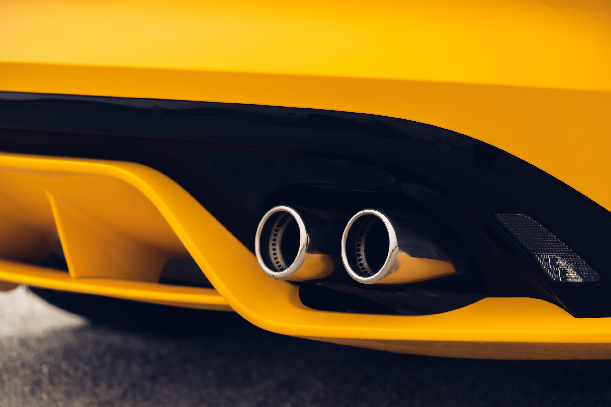 2021 Jaguar F-TYPE_R Coupe tailpipe tips