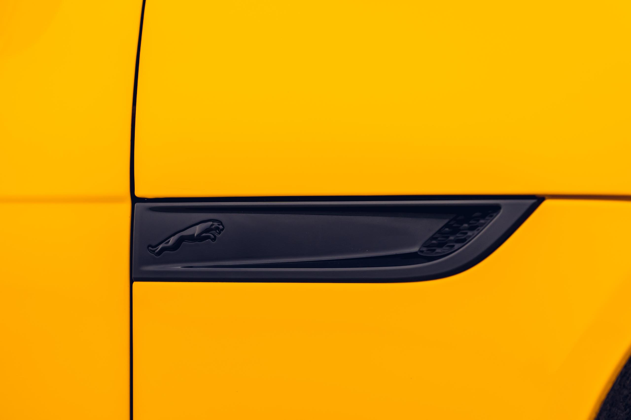 2021 Jaguar F-TYPE_R Coupe vent detail