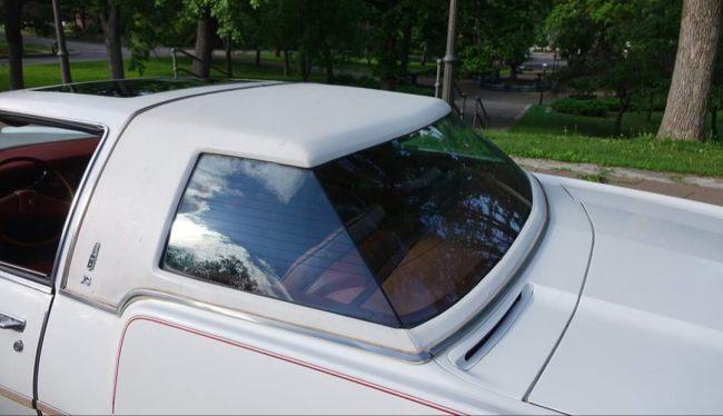 Oldsmobile Toronado XS rear glass