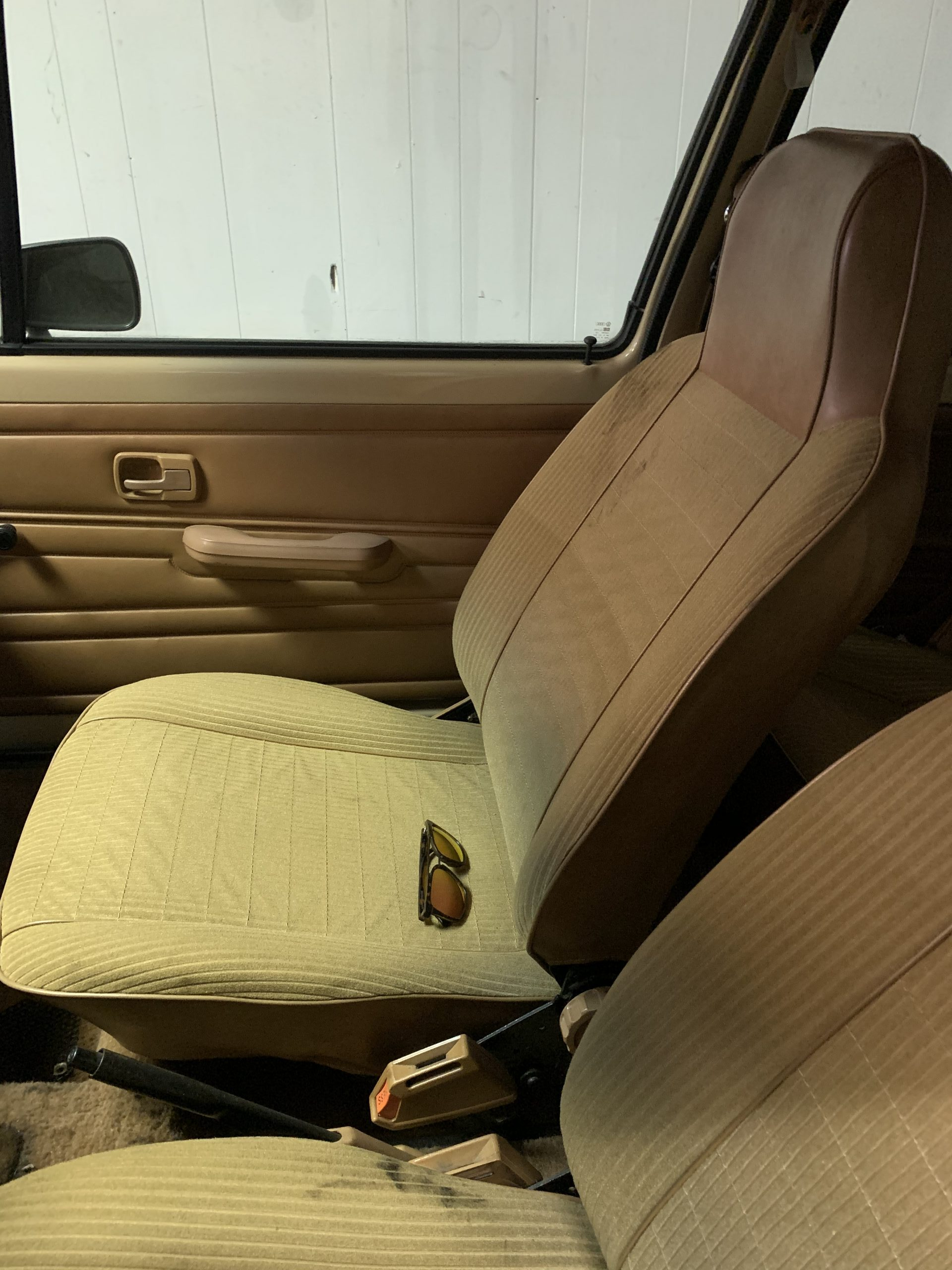 1980 VW Rabbit TDI swap seats before Aug 15, 3 42 08 PM