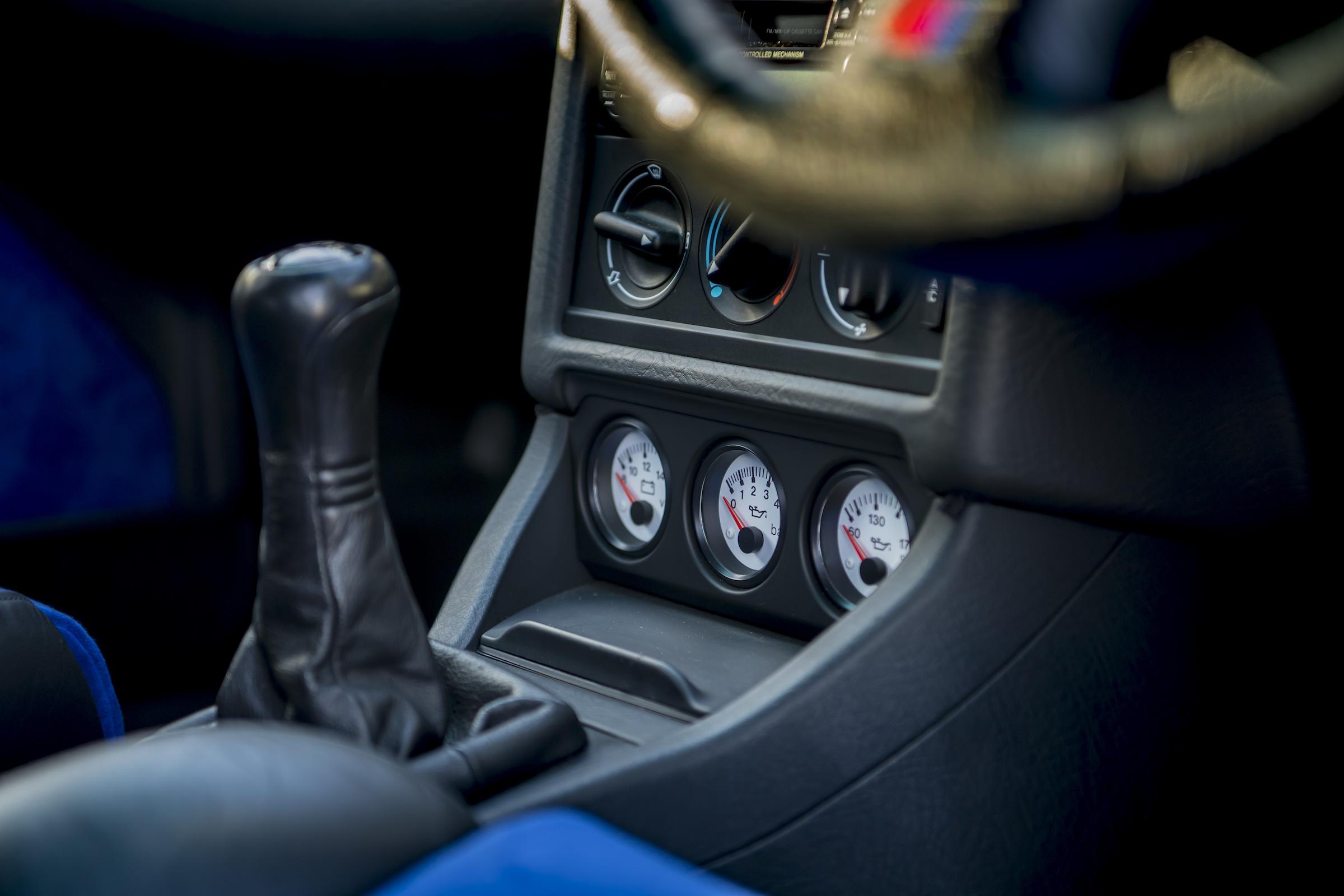 Audi RS2 interior center console