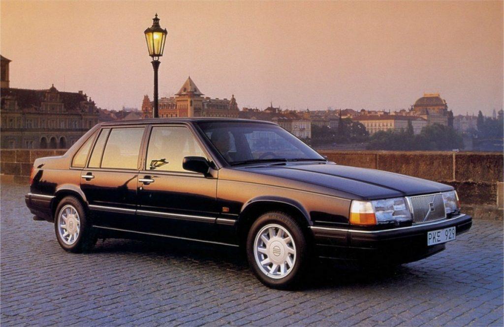 Volvo 940 front three-quarter