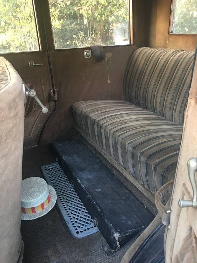 1925 Jewett interior rear seat