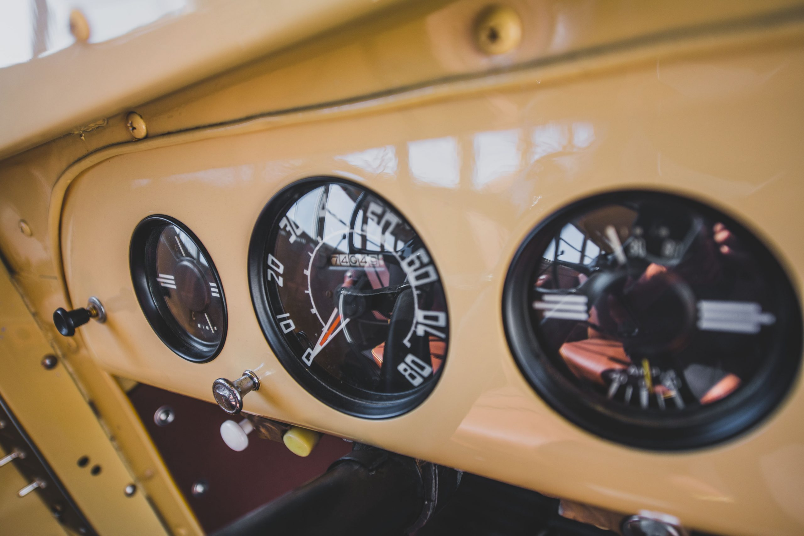 1949-Nash-Model-3248-School-Bus interior gauges