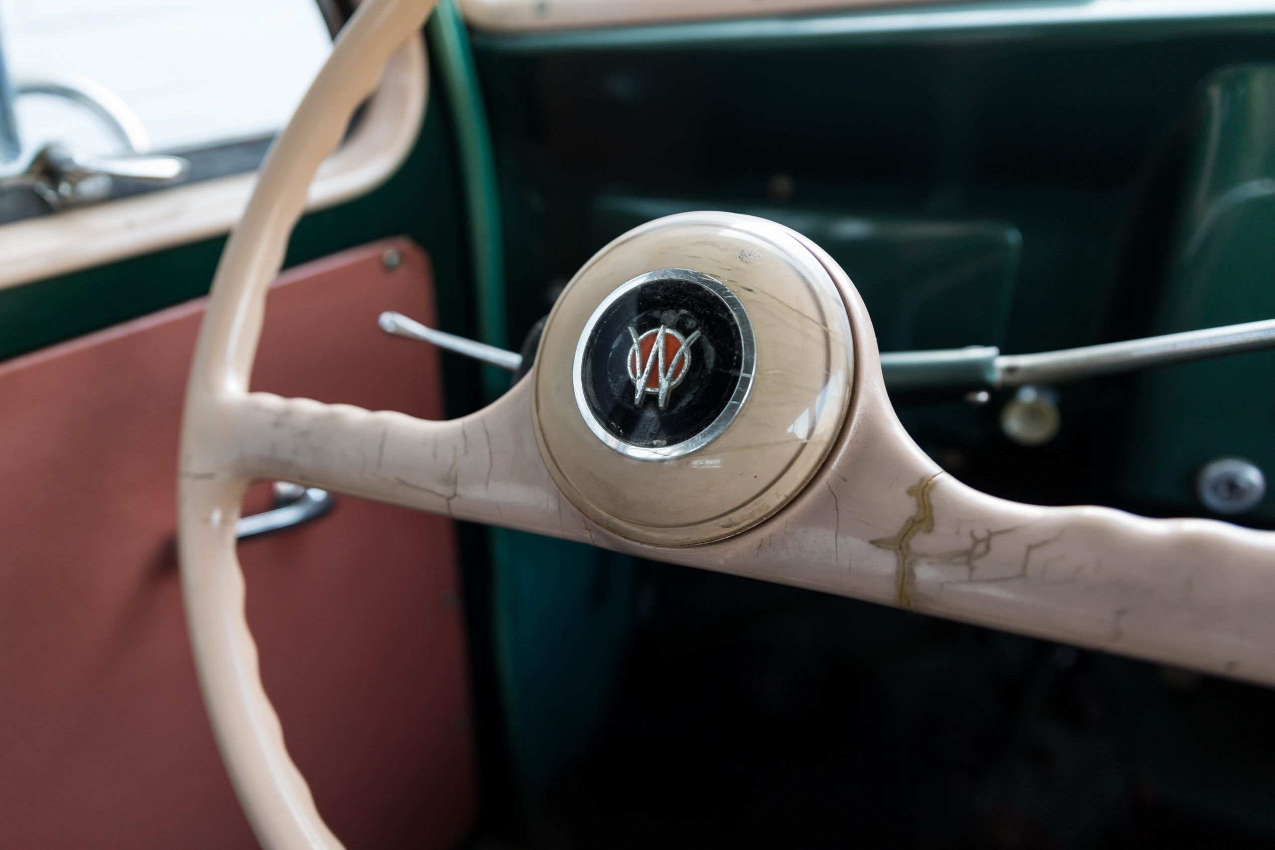 1949-Willys-Jeep-Station-Wagon-Camper steering wheel