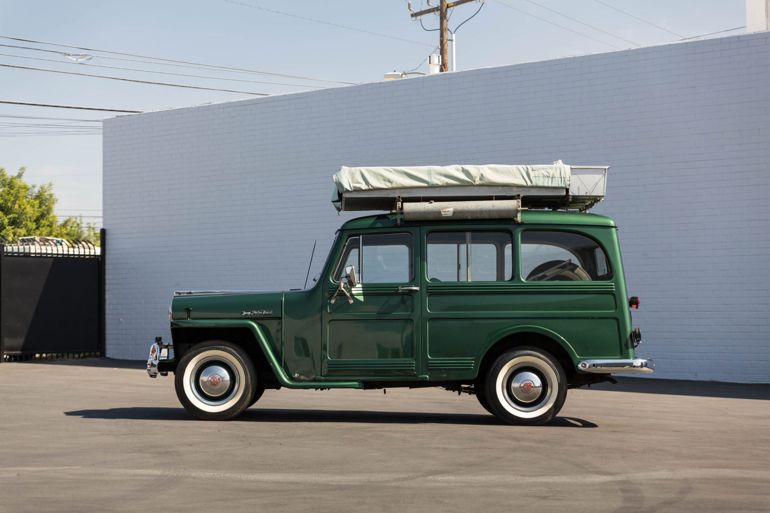 1949-Willys-Jeep-Station-Wagon-Camper side