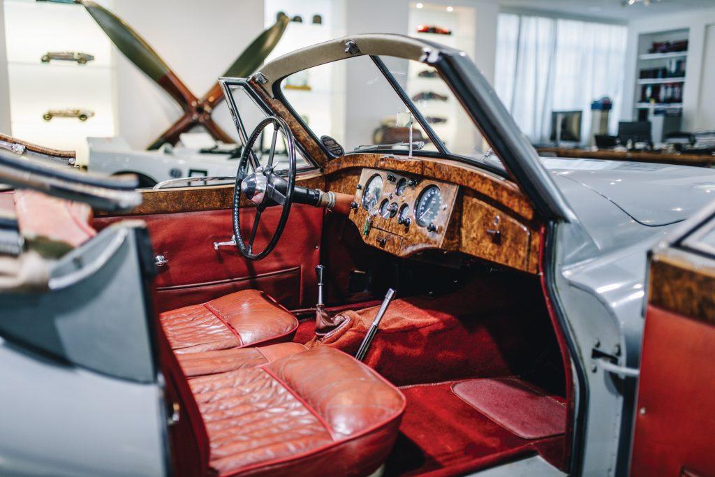 1953-Jaguar-XK-120-Drophead-Coupe-Interior