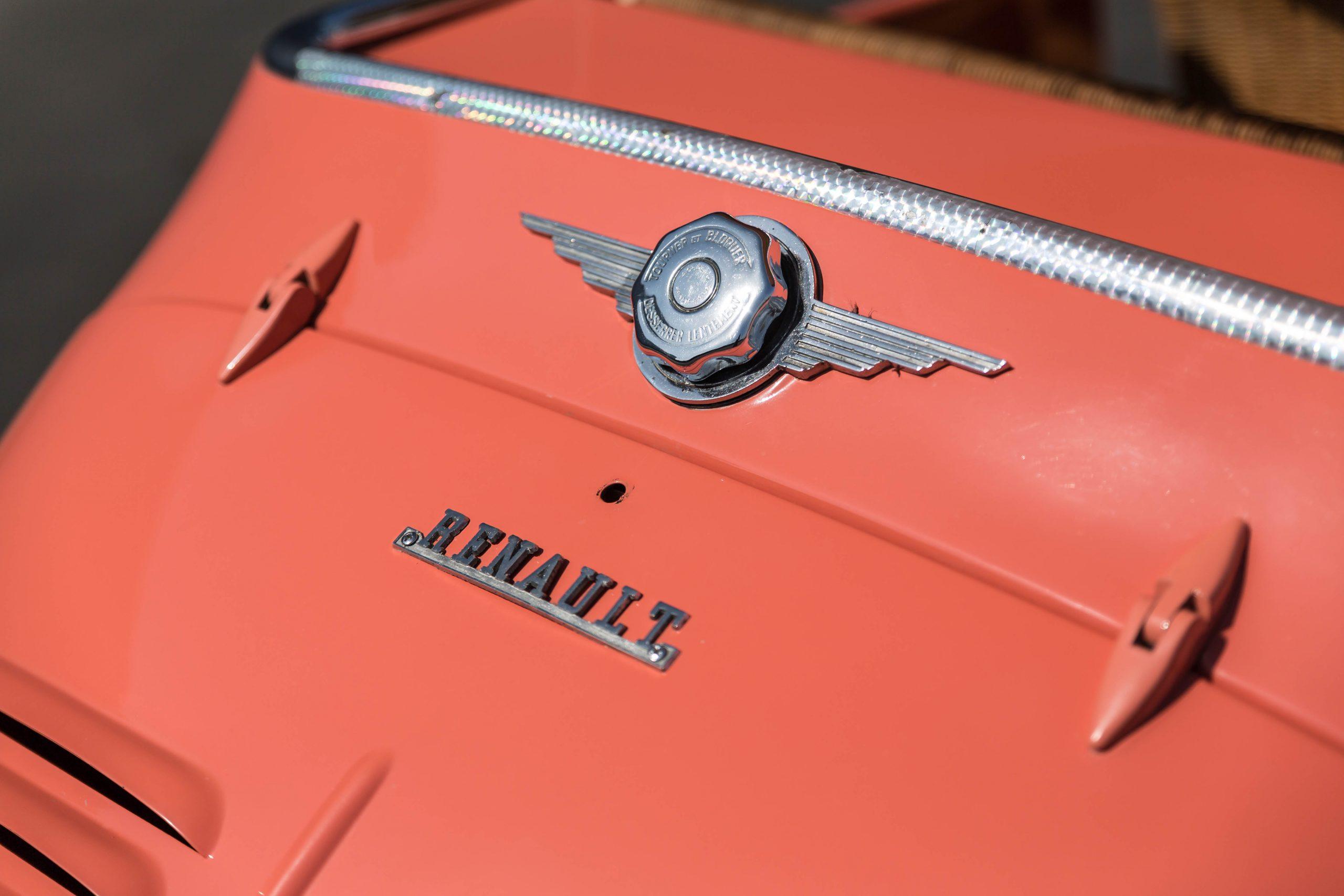 1961-Renault-4CV-Jolly-by-Ghia emblem