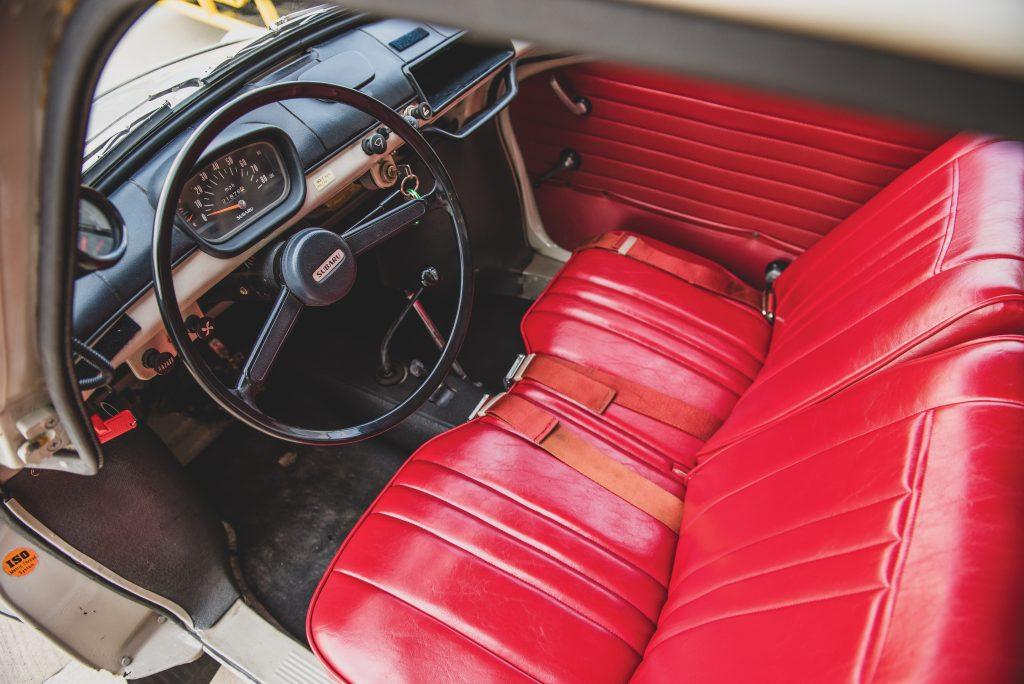 1969-Subaru-360-Deluxe interior