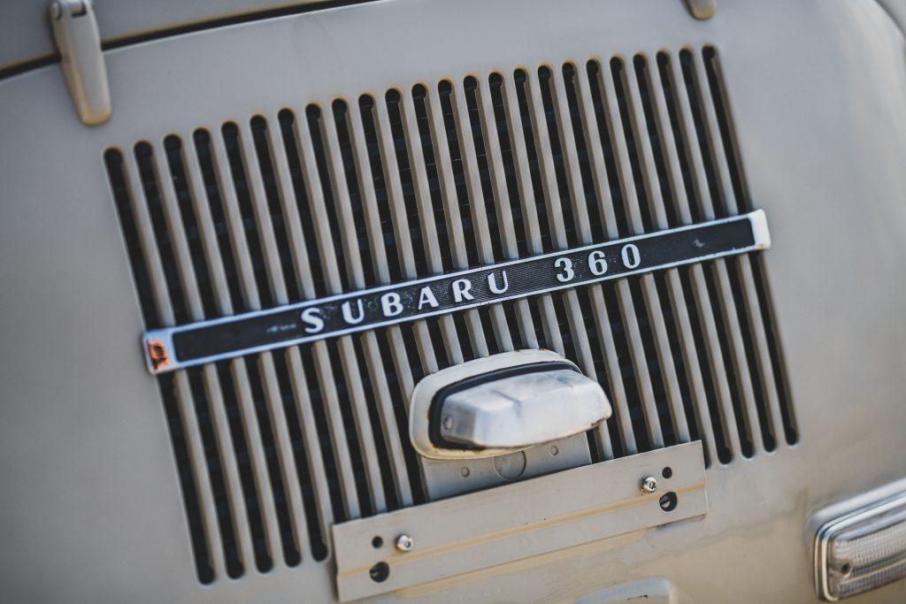 1969-Subaru-360-Deluxe vent badge detail