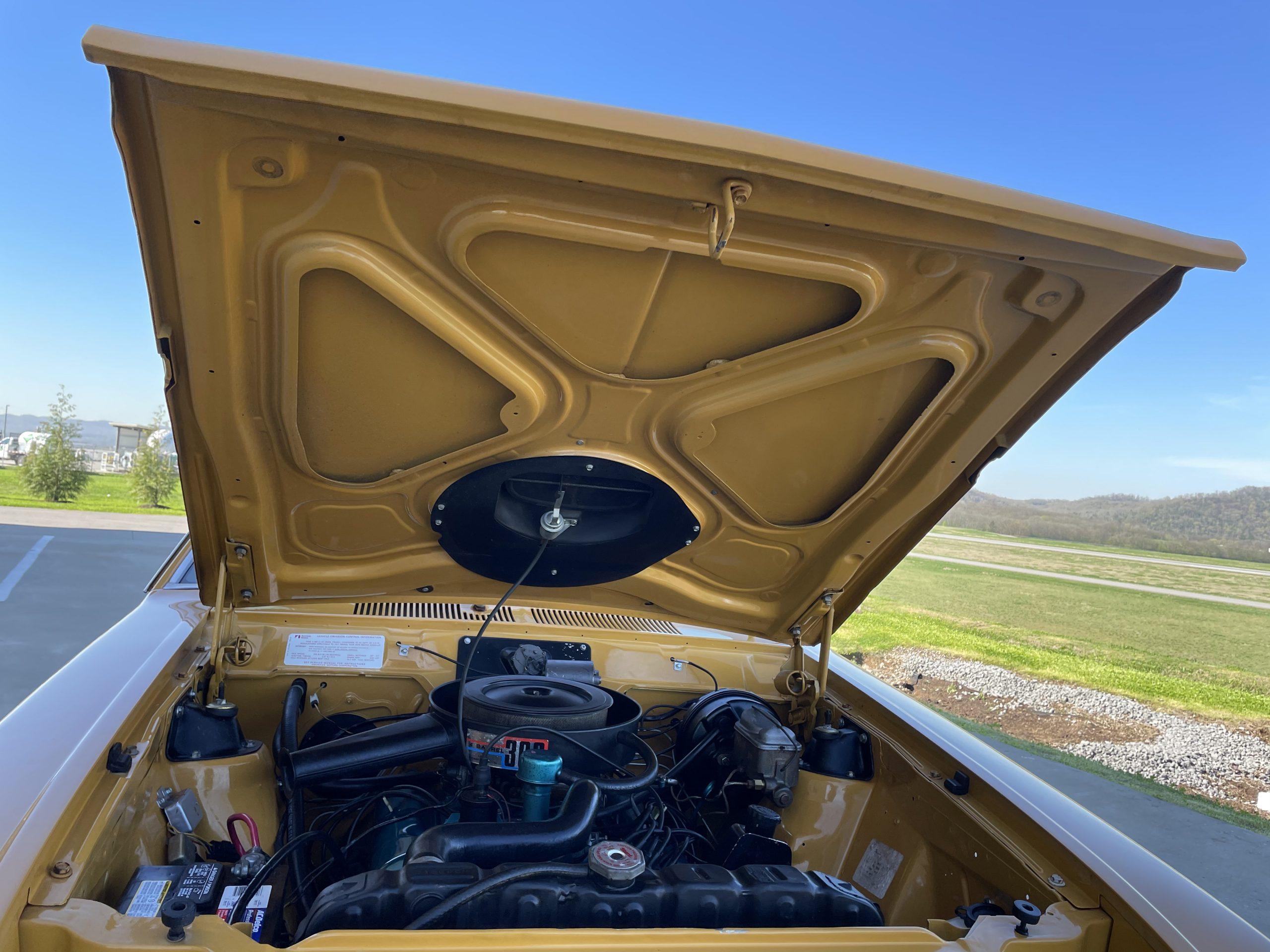 1971-AMC-Hornet-SC hood up