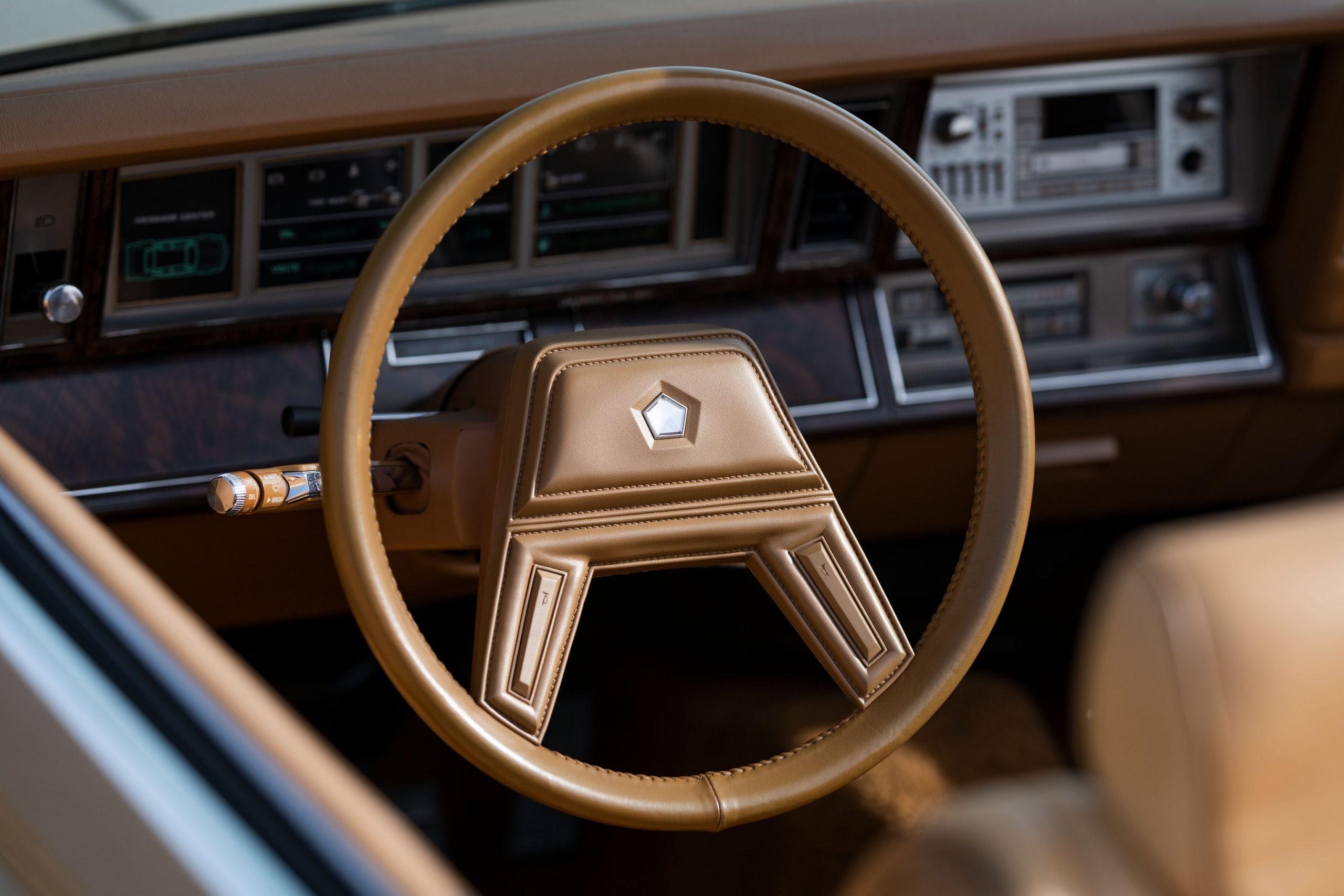 1985-Chrysler-LeBaron interior steering wheel