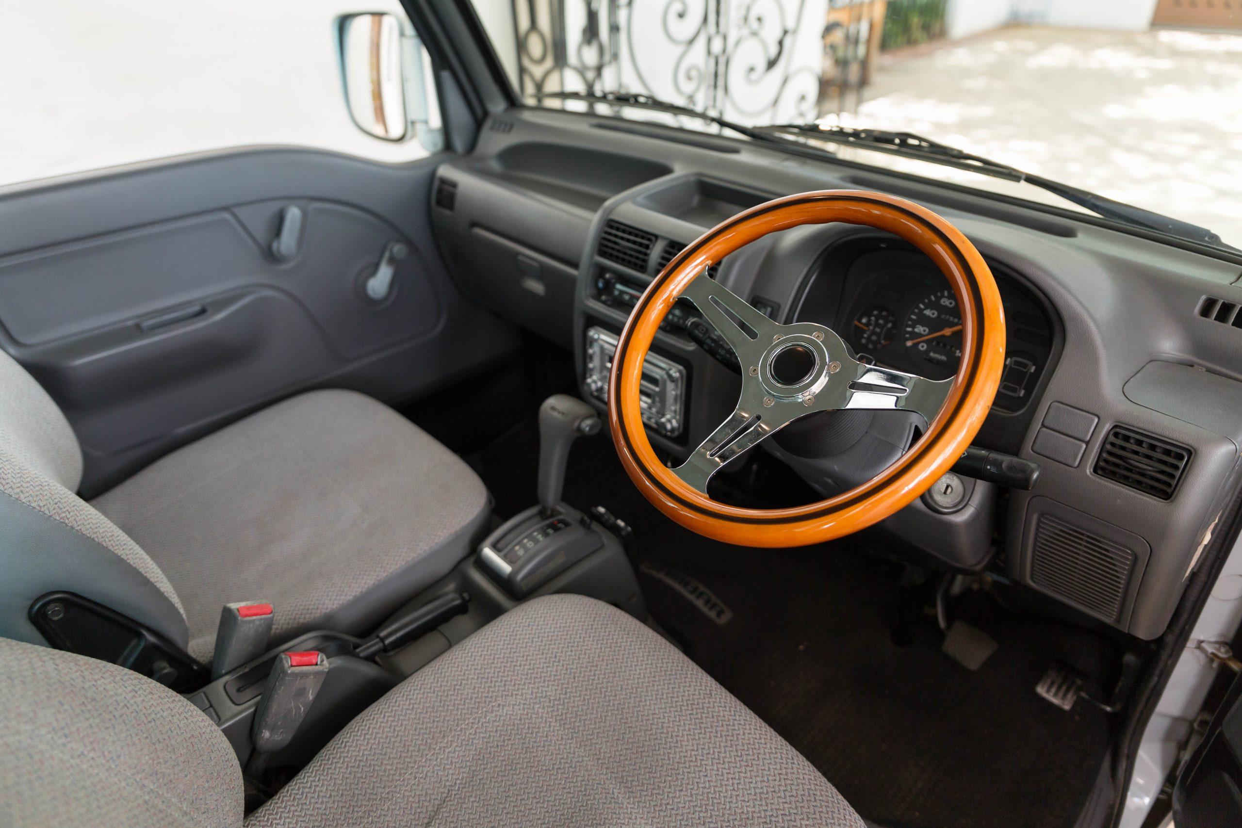 1994-Subaru-Sambar interior