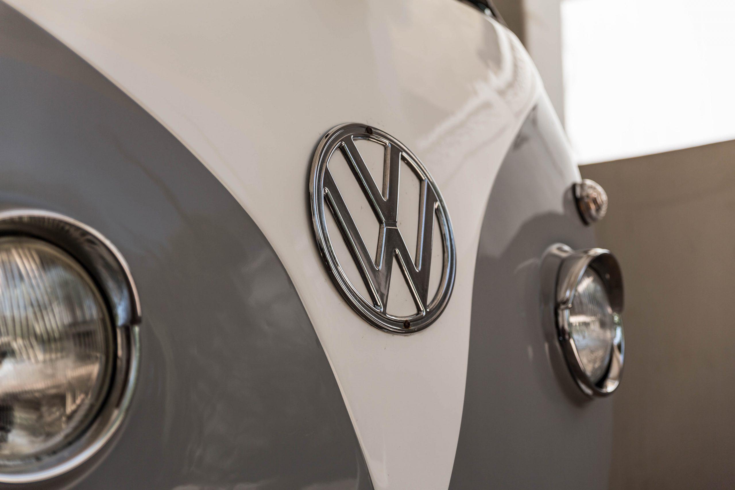 1994-Subaru-Sambar vw logo detail