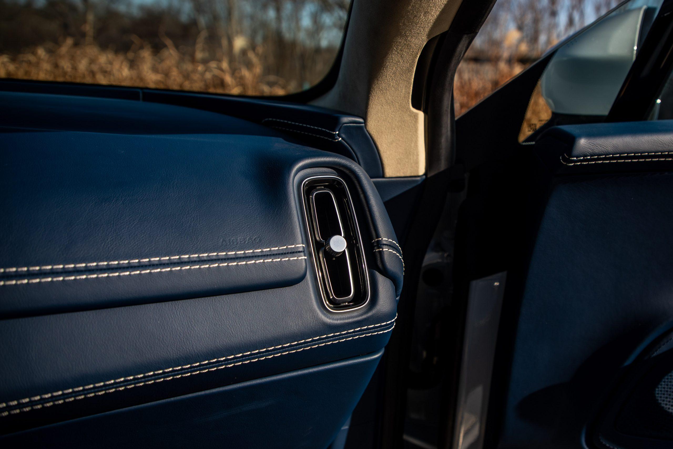 2021 Aston Martin DBX interior vent