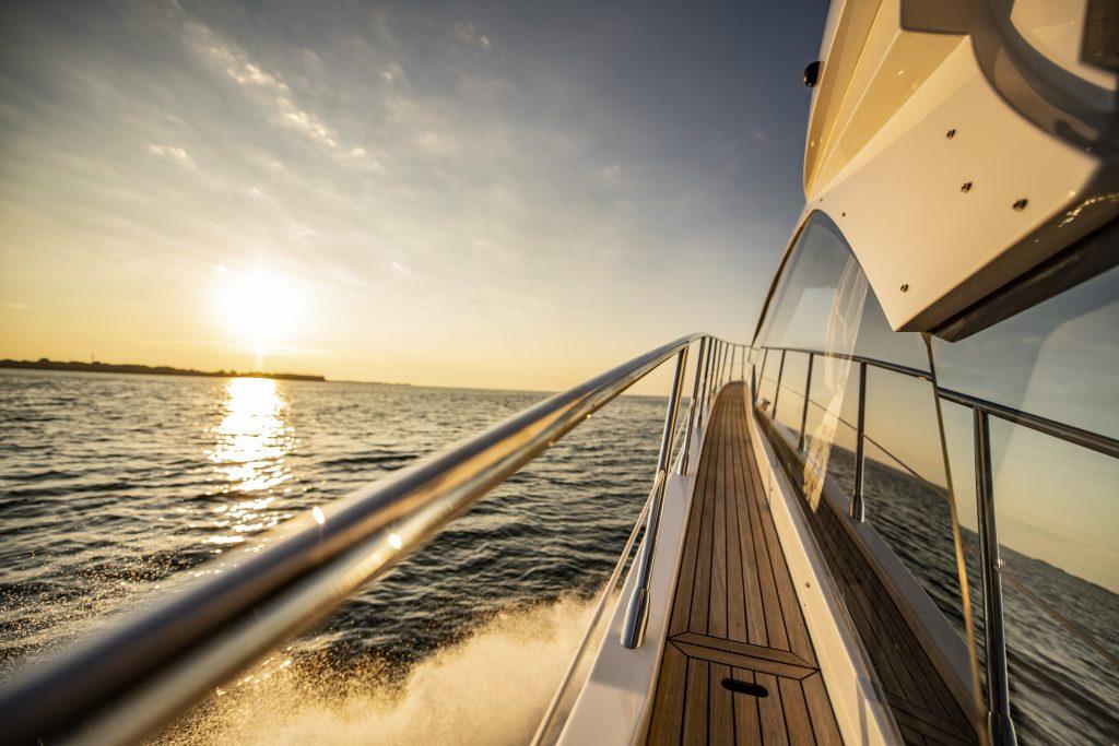 2021 Azimut S6 Yacht side
