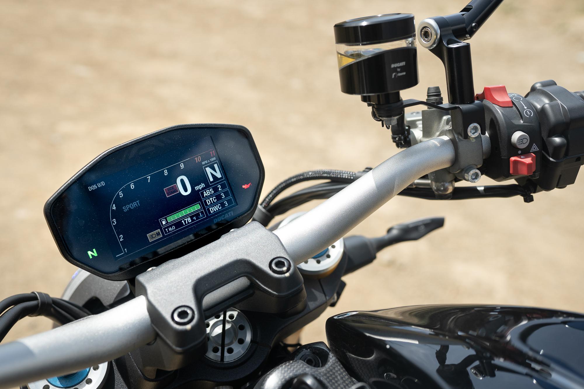 2021 Ducati Monster 1200 S gauges