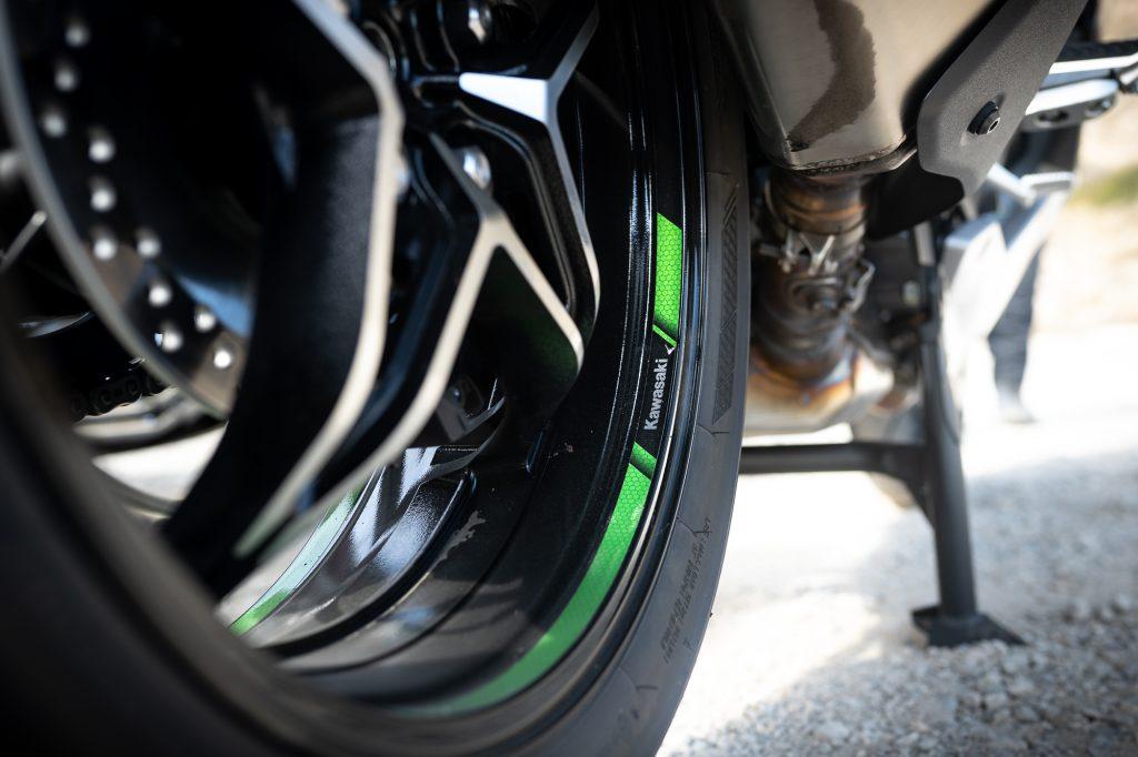 2021 Kawasaki H2 SX-SE rim detail