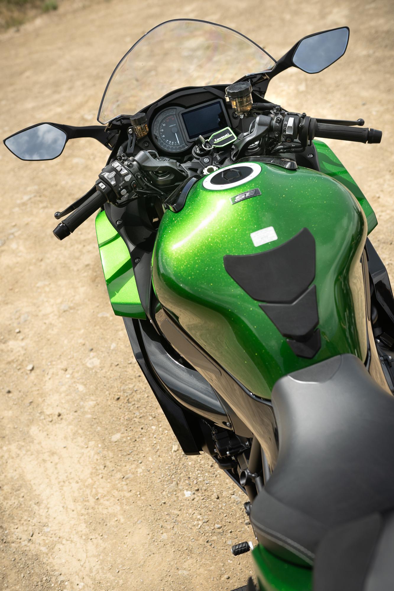 2021 Kawasaki H2 SX-SE tank