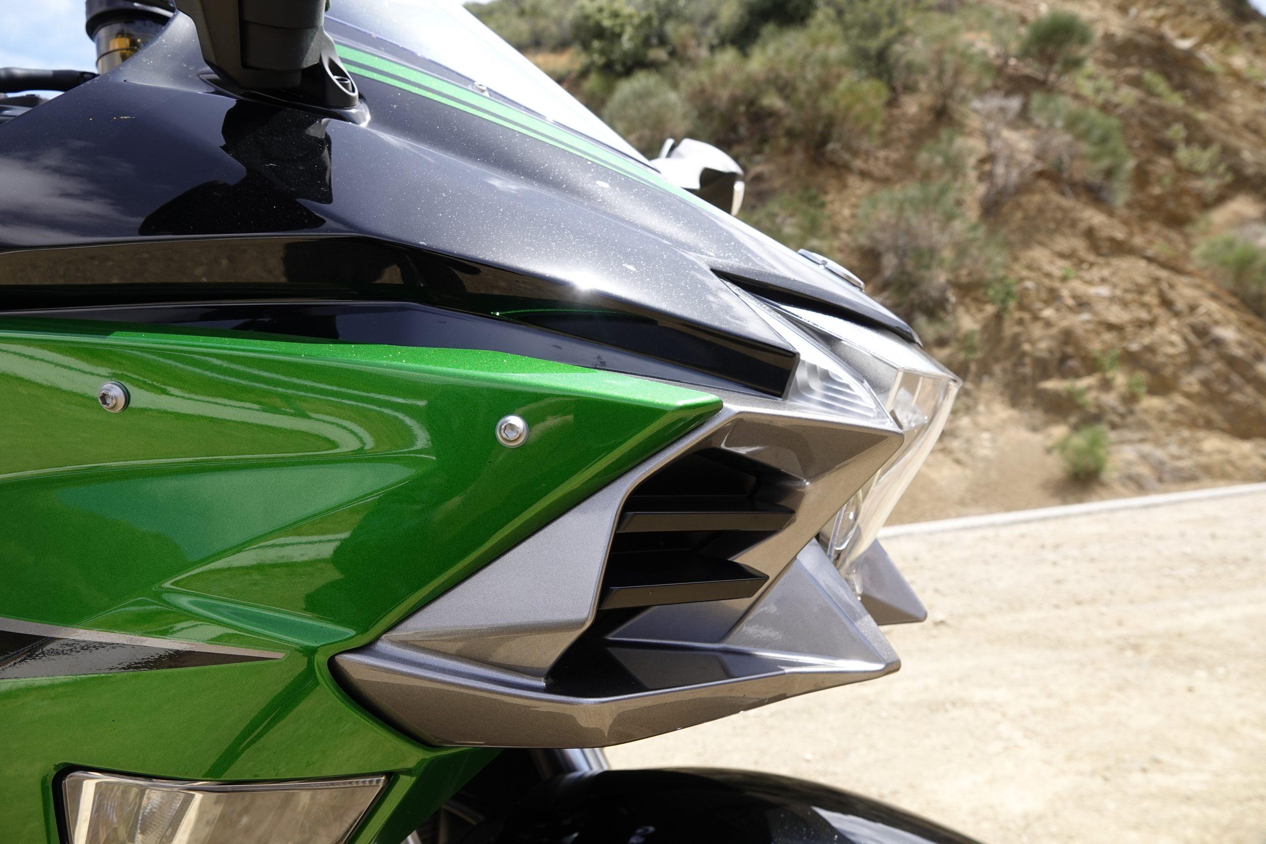 2021 Kawasaki H2 SX-SE front lines