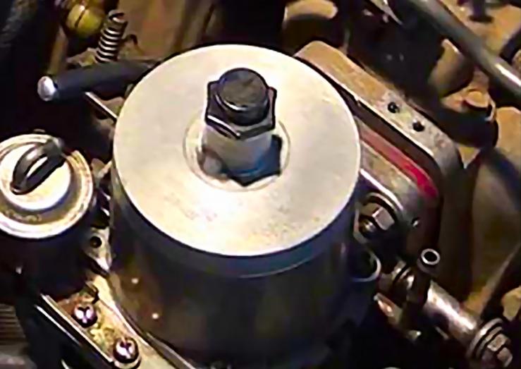 Datsun-Flat-Top-Carbs-Close