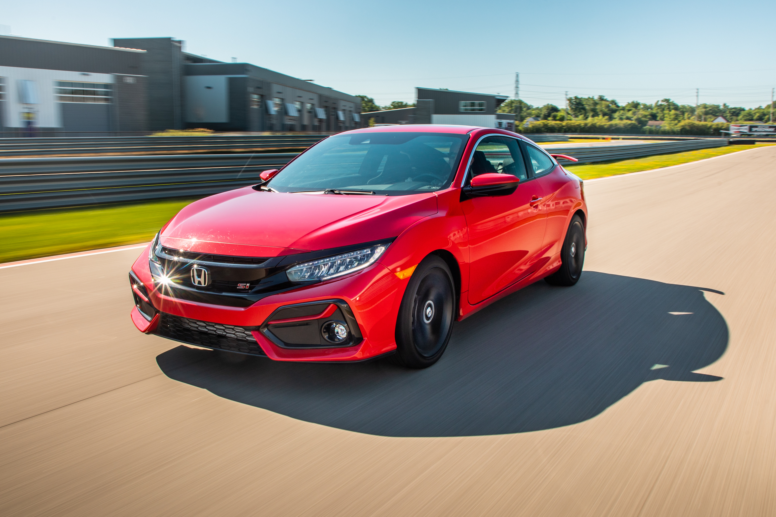 2020 Civic Si front three-quarter track action