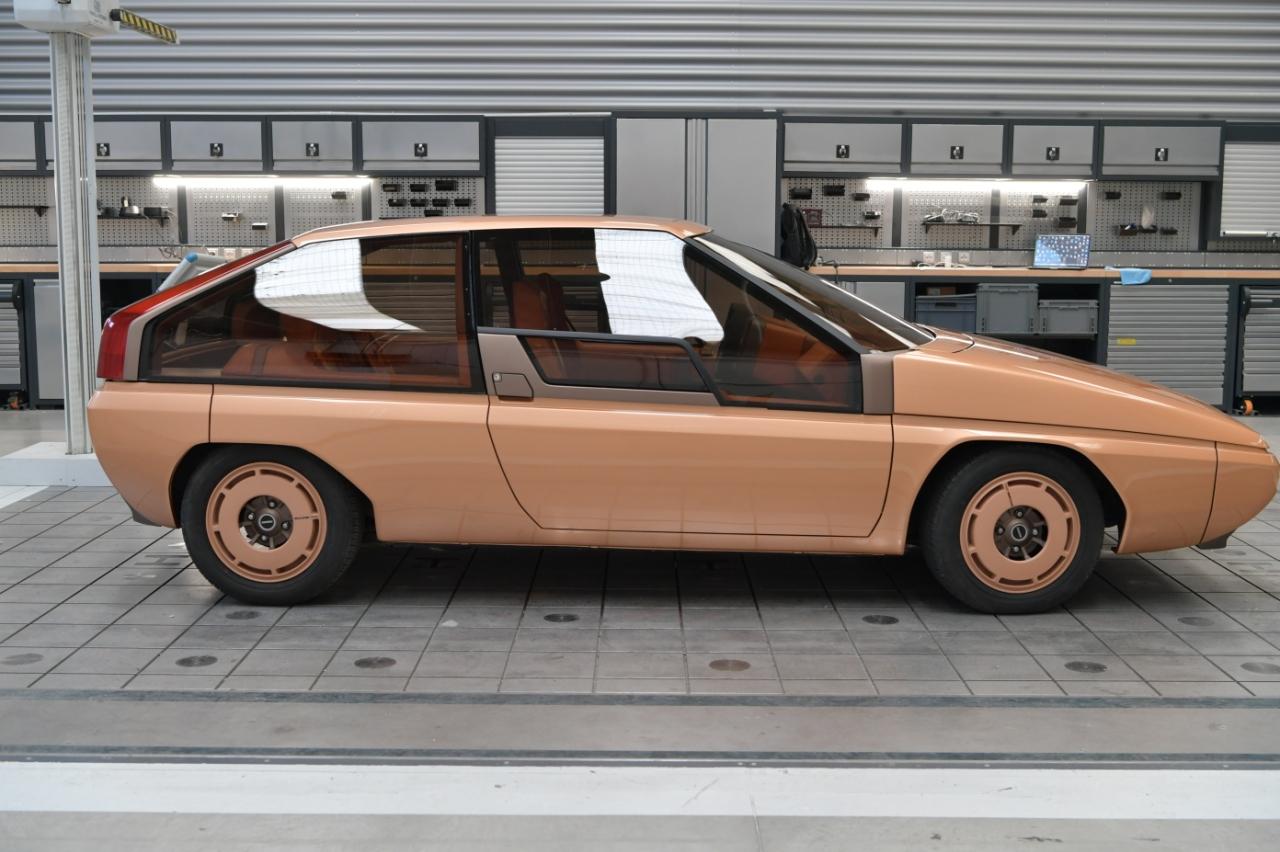 Mazda MX-81 Bertone Aria