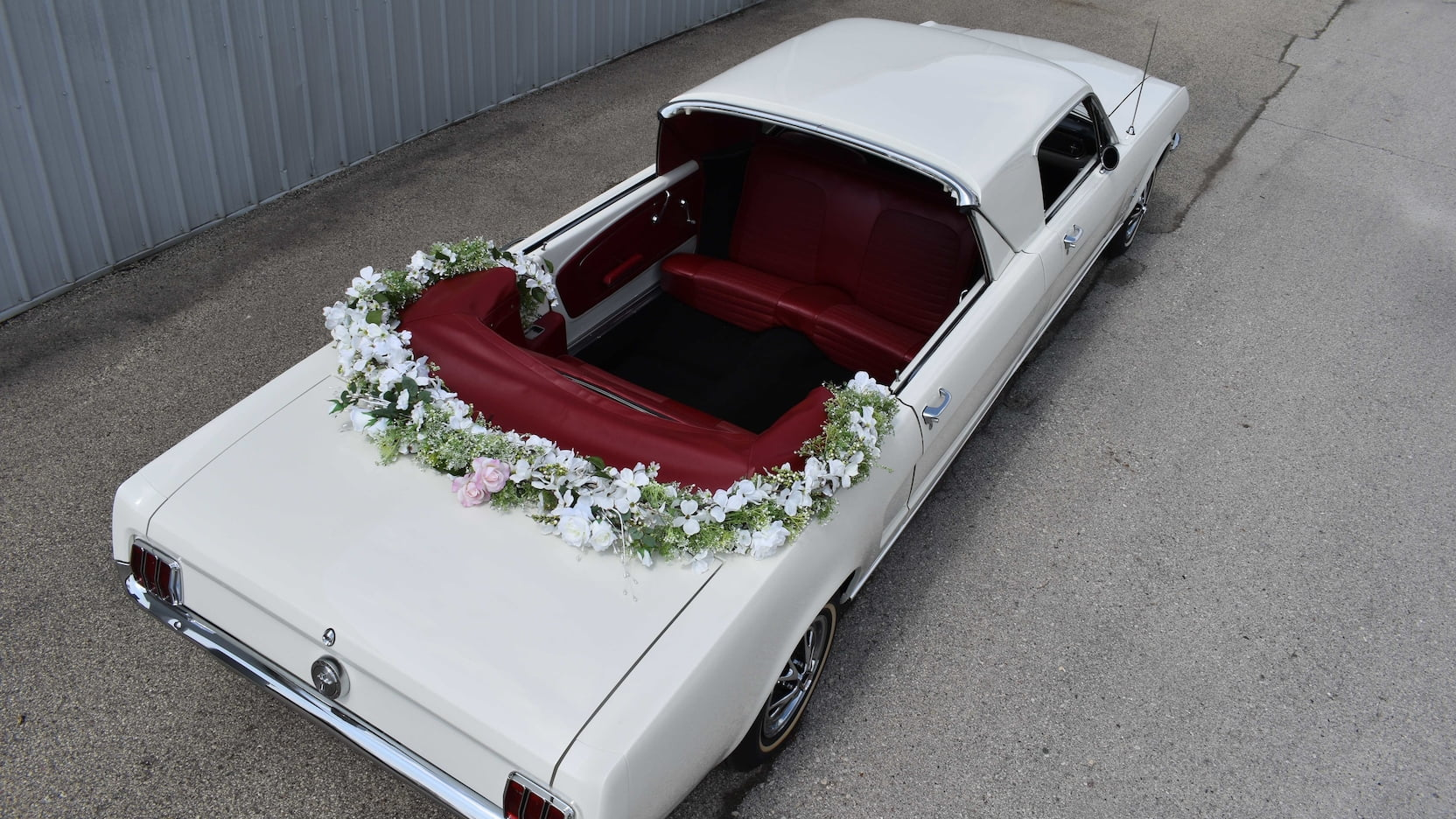 Ford Mustang Limousine overhead rear three-quarter