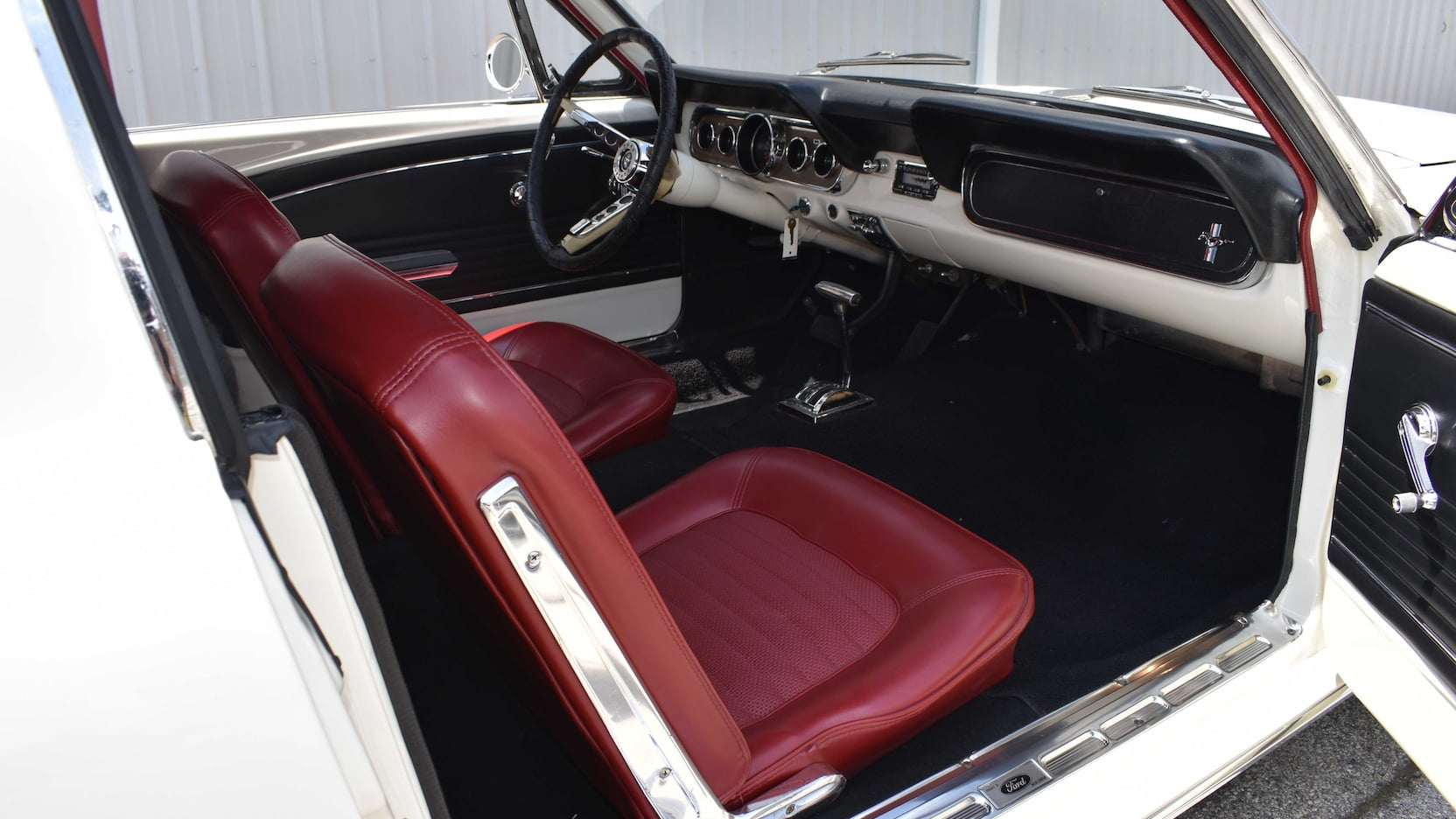 Ford Mustang Limousine interior