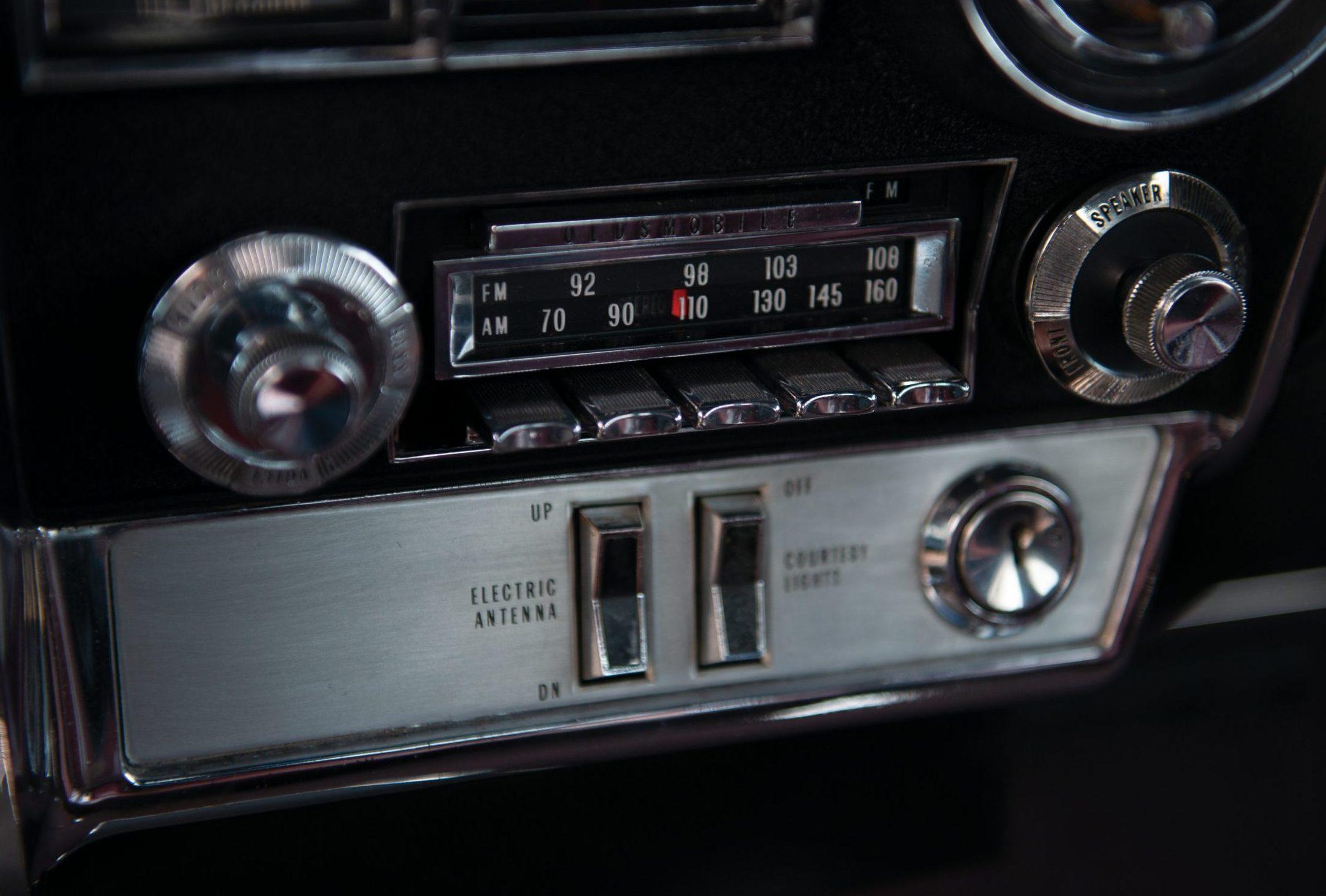 Olds Toronado radio detail