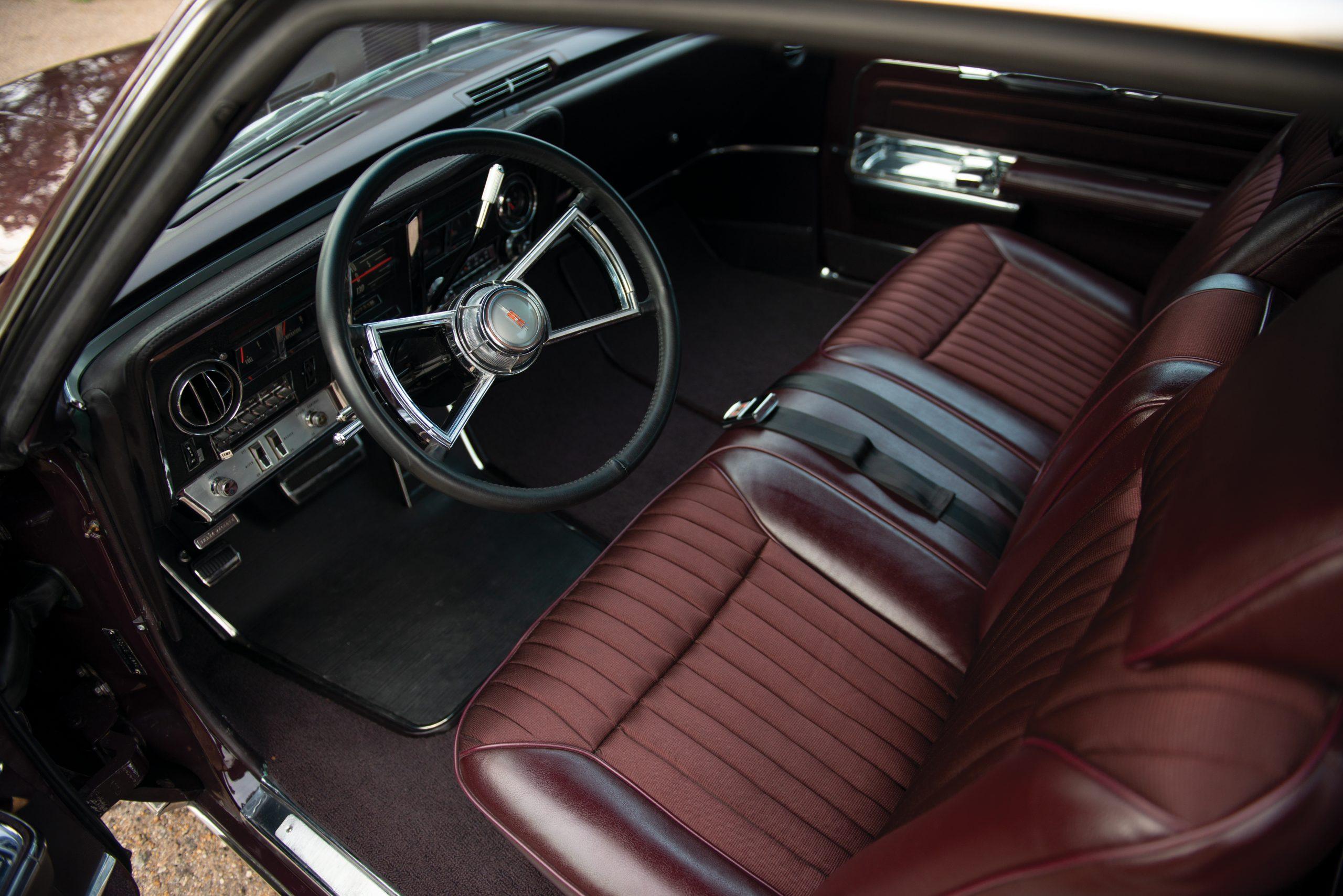 Olds Toronado interior front