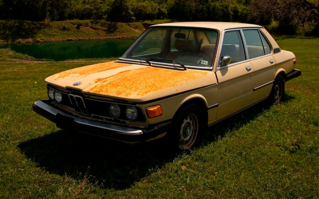 BMW 530i front three-quarter