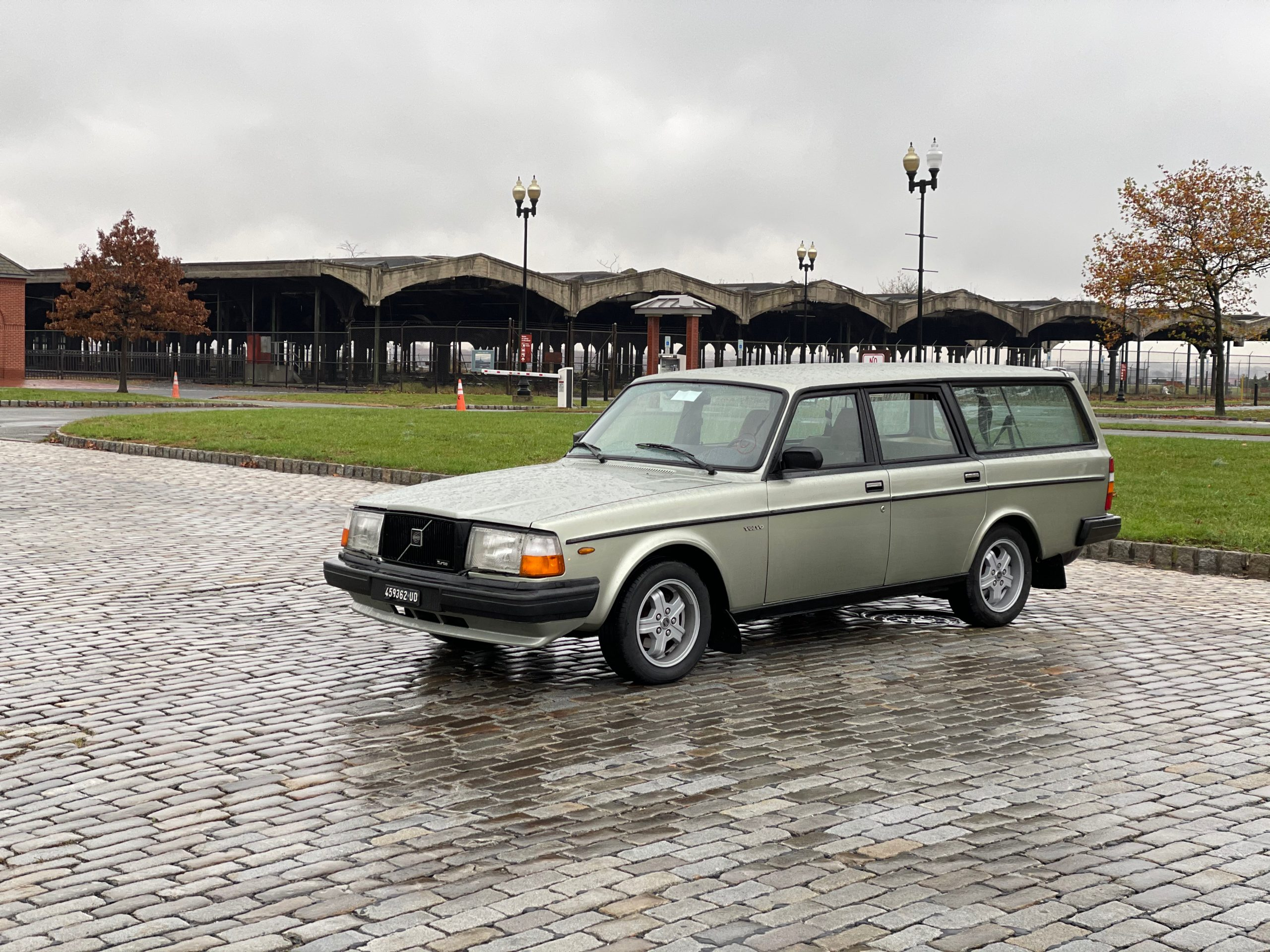 1983 Volvo 245 Turbo front three-quarter