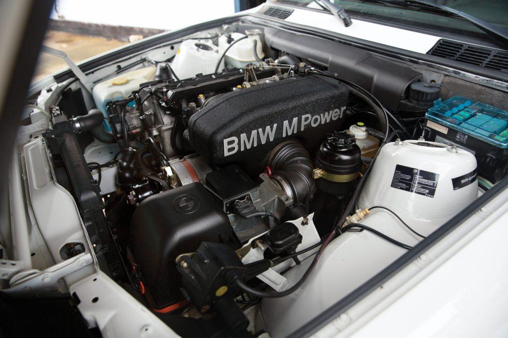 1991-BMW-M3-engine detail