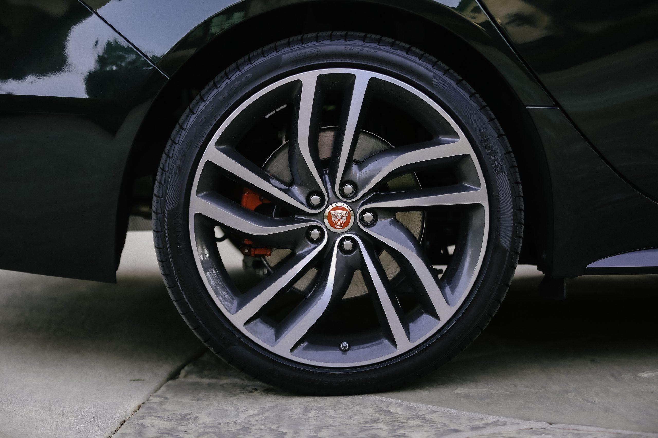 2021 Jaguar XF P300 R-DYNAMIC SE wheel