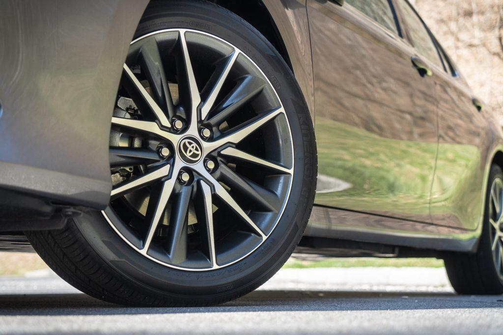 2021 Toyota Camry XLE AWD wheel