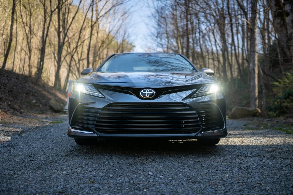 2021 Toyota Camry XLE AWD front