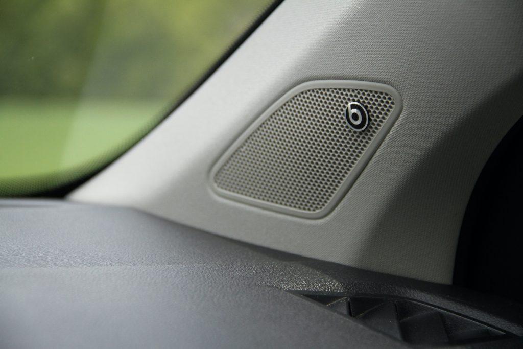 2022 Volkswagen Taos SEL interior beats audio