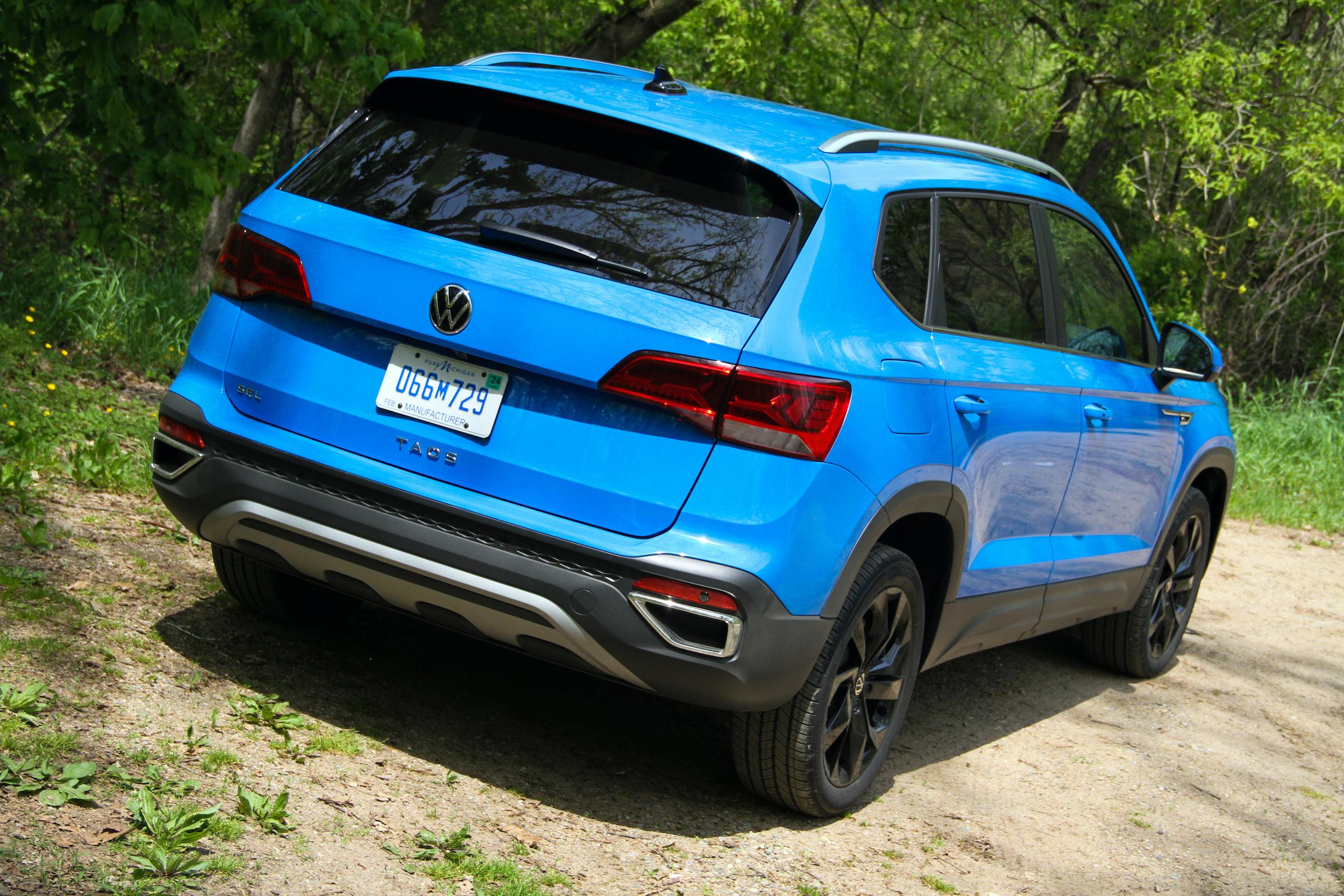 2022 Volkswagen Taos SEL rear three-quarter