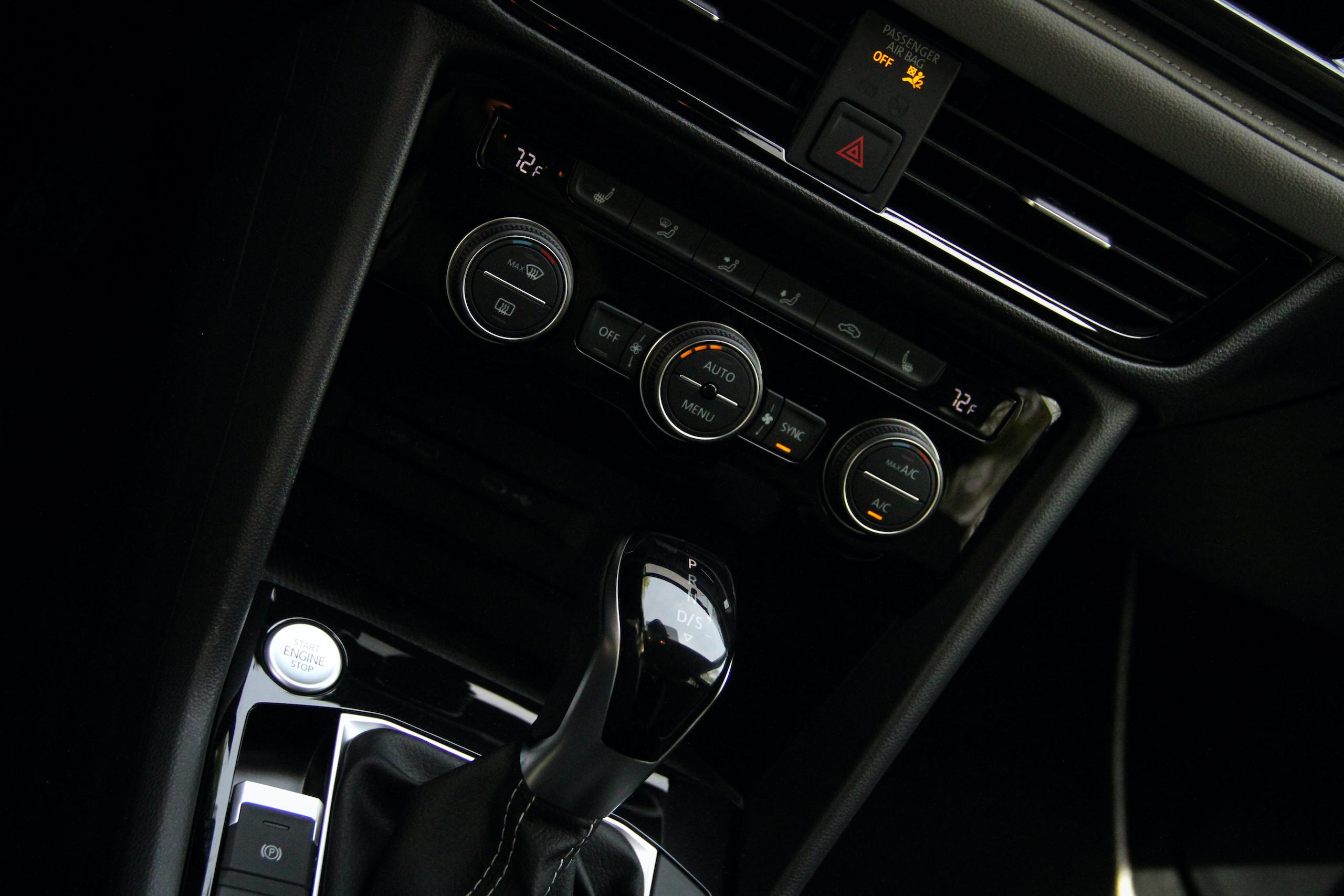 2022 Volkswagen Taos SEL center console